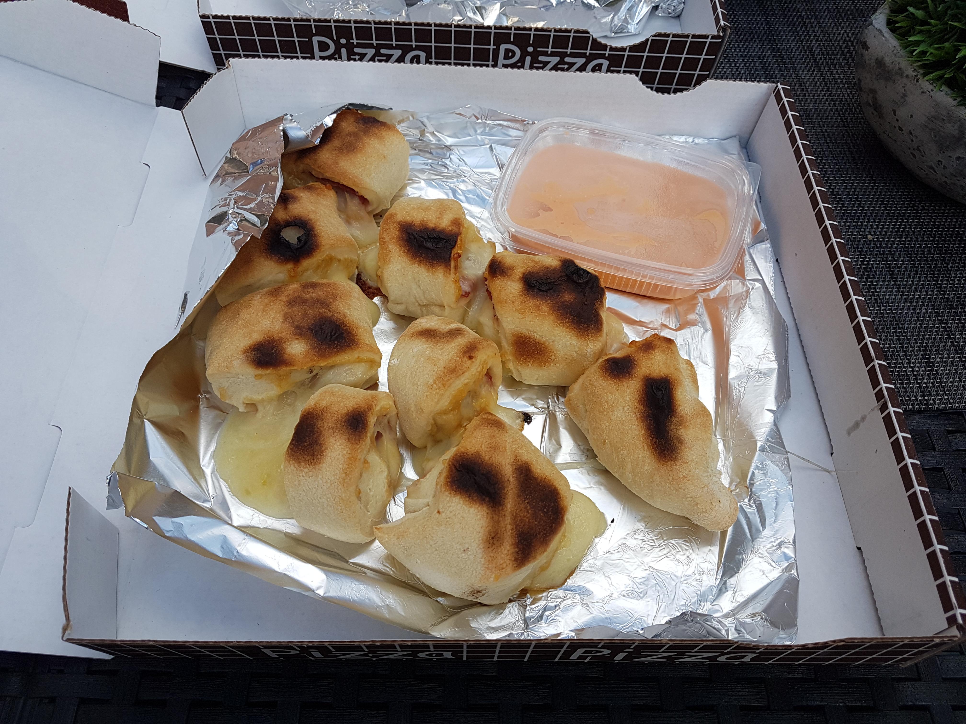 https://foodloader.net/Holz_2019-08-03_Pizzabroetchen.jpg