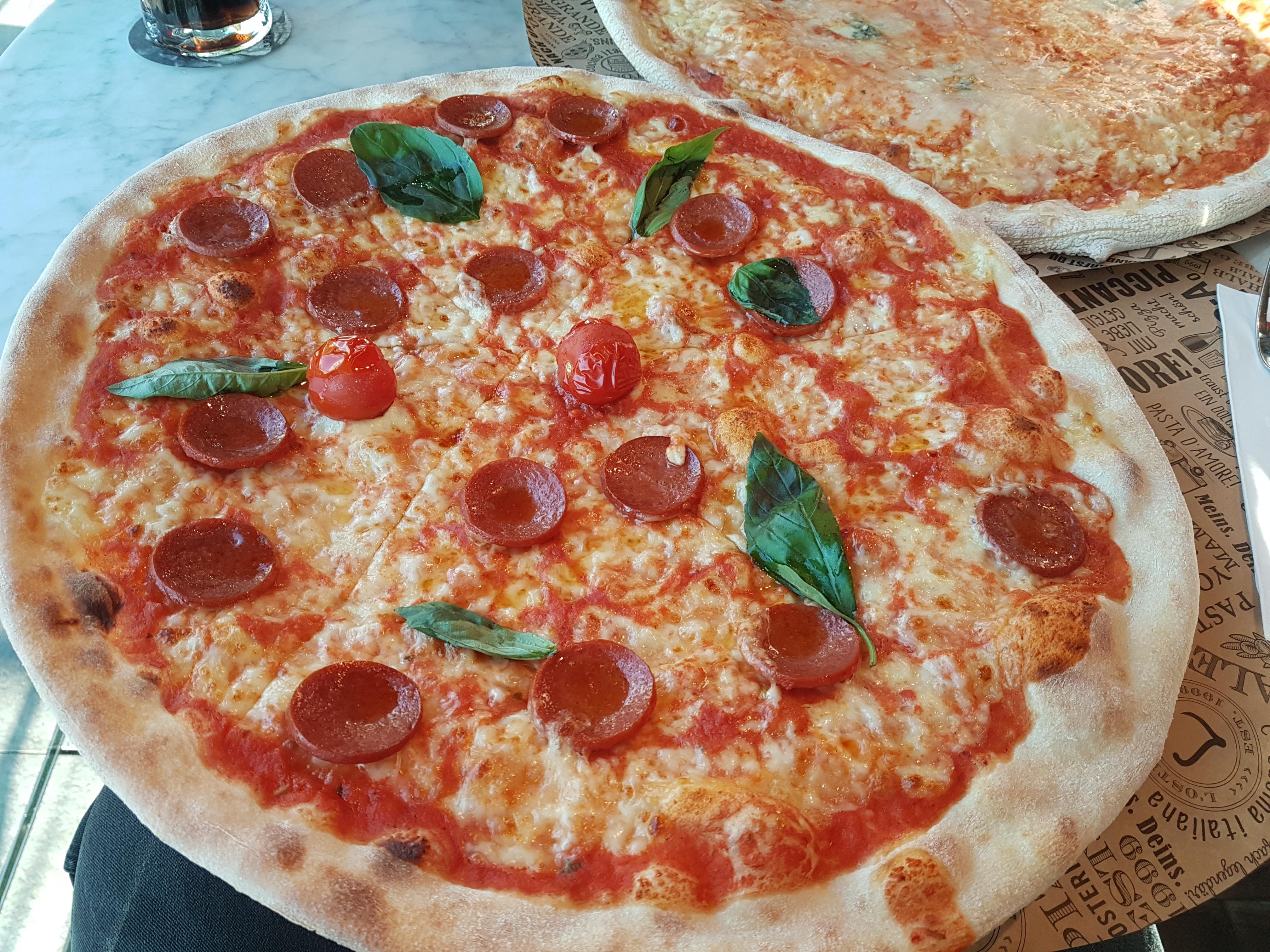 https://foodloader.net/Holz_2019-12-02_Pizza.jpg