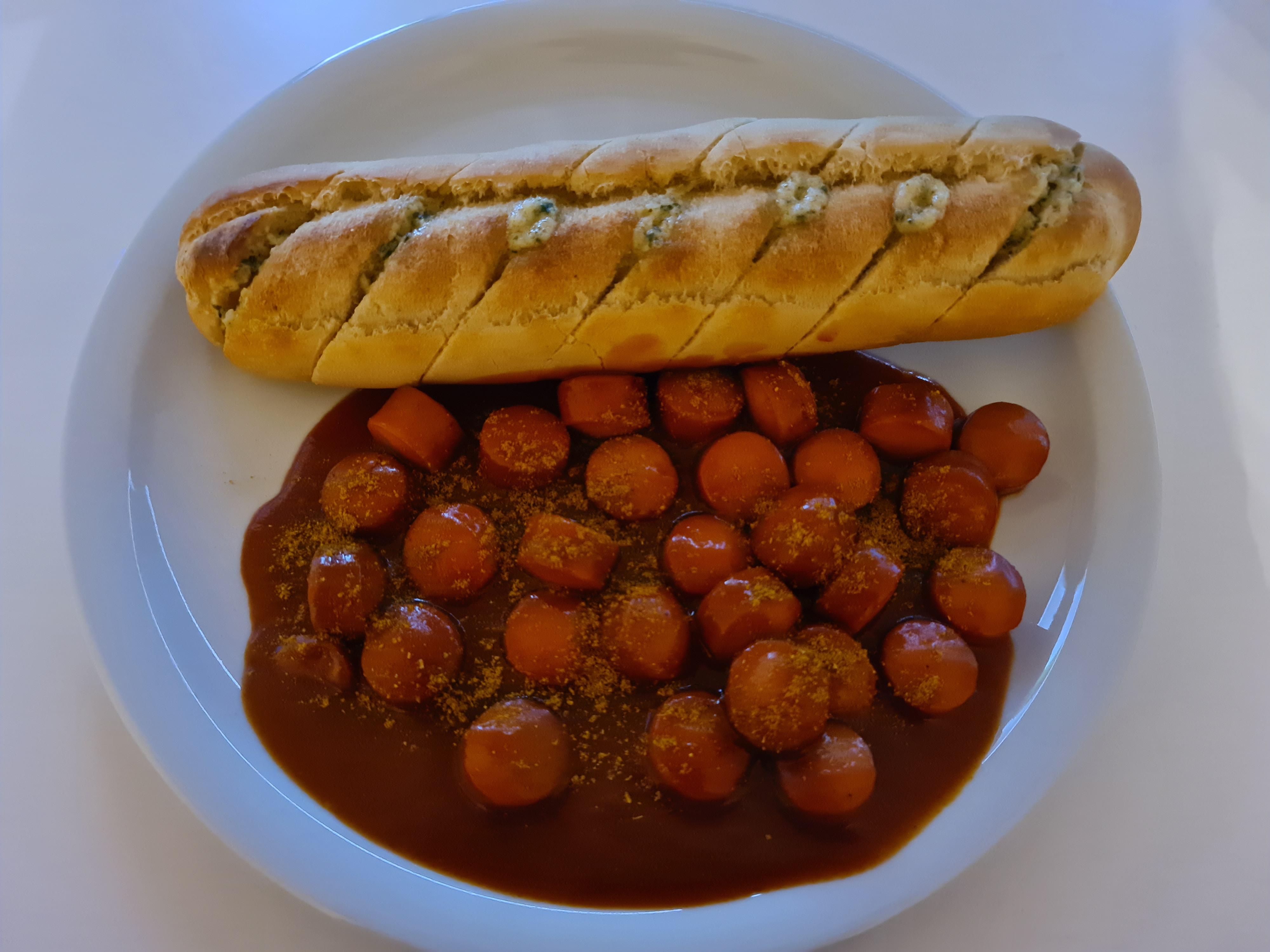 https://foodloader.net/Holz_2020-03-28_Curryking_und_Knoblauchbaguette.jpg