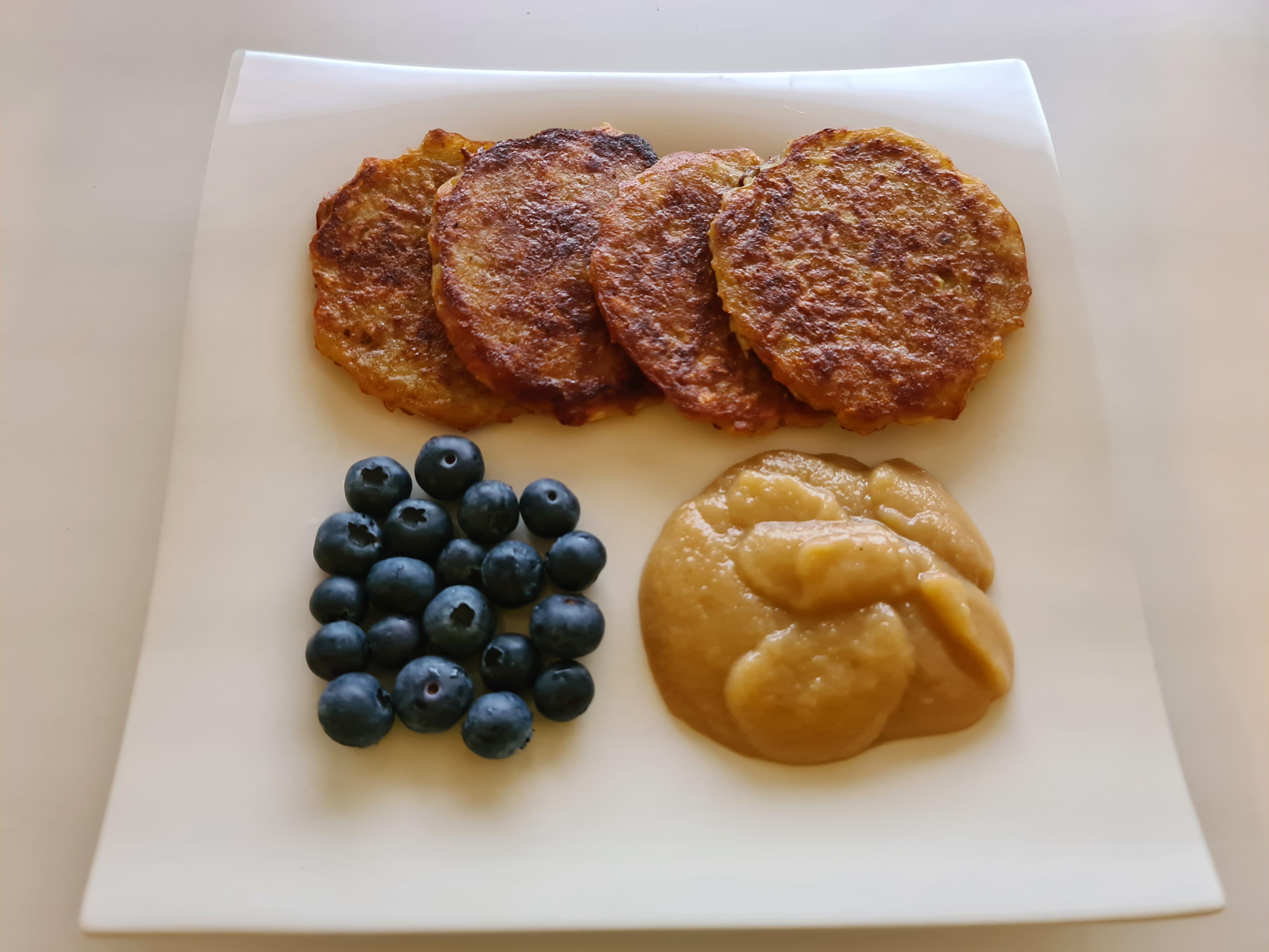https://foodloader.net/Holz_2020-04-17_Reibekuchen_mit_Apfelbirnenmus_und_Heidelbeeren.jpg
