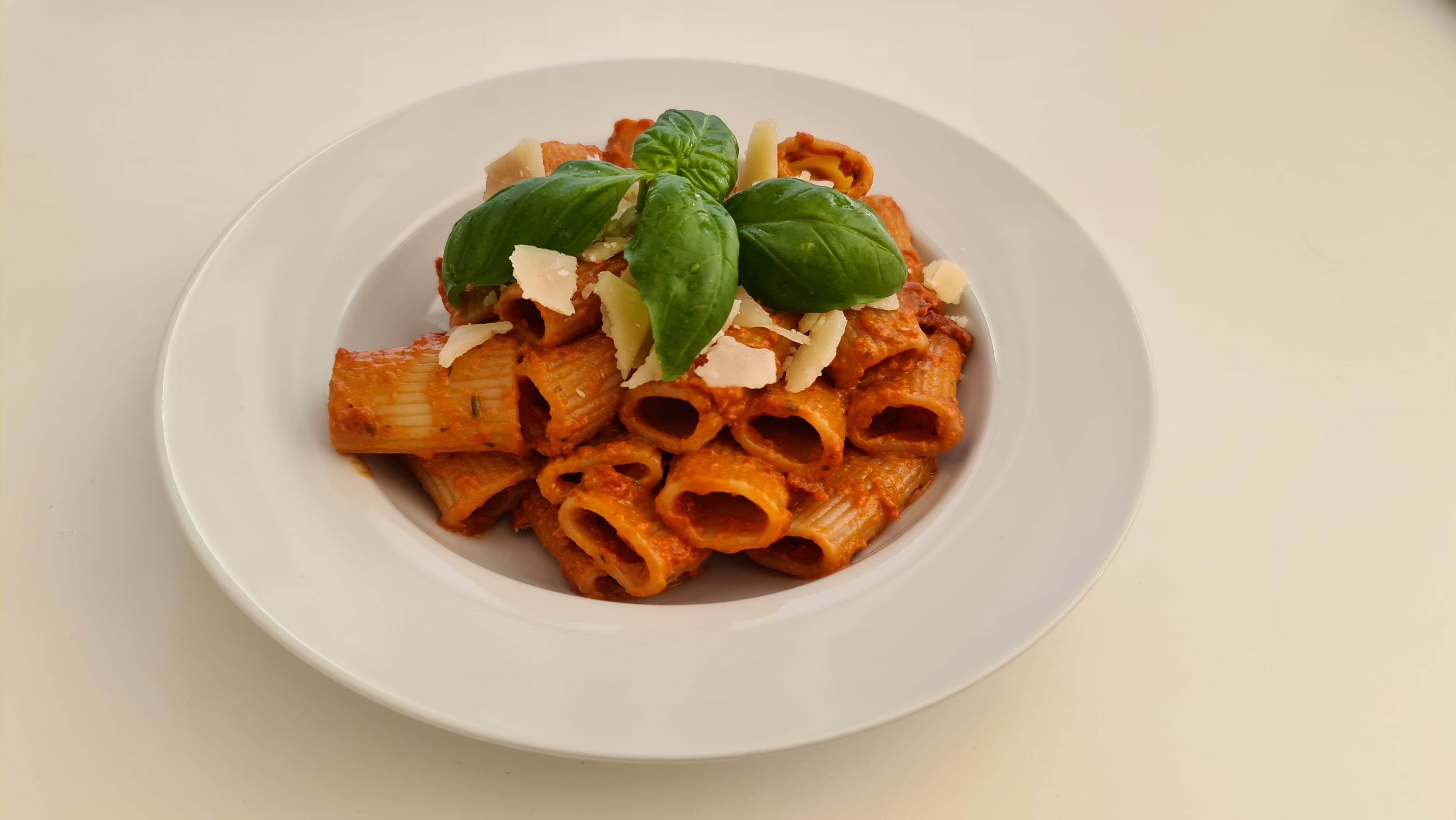 https://foodloader.net/Holz_2020-04-26_Rigatoni_con_Pomodori_Secchi.jpg