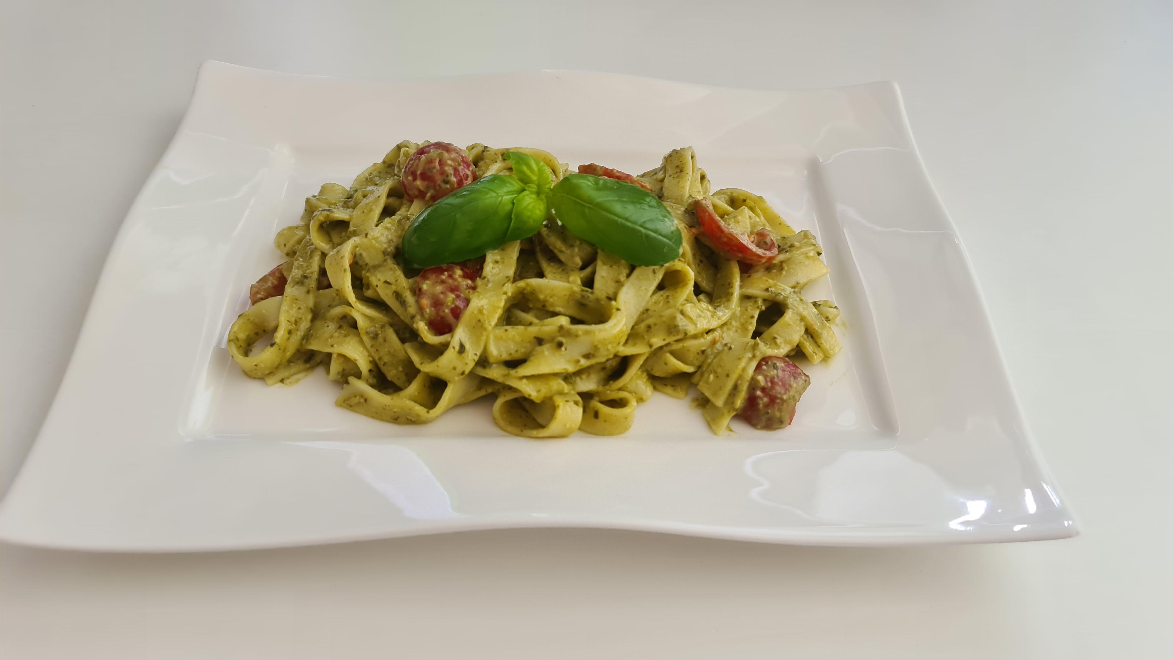 https://foodloader.net/Holz_2020-05-04_Tagliatelle_Basilico_e_Pomodori.jpg