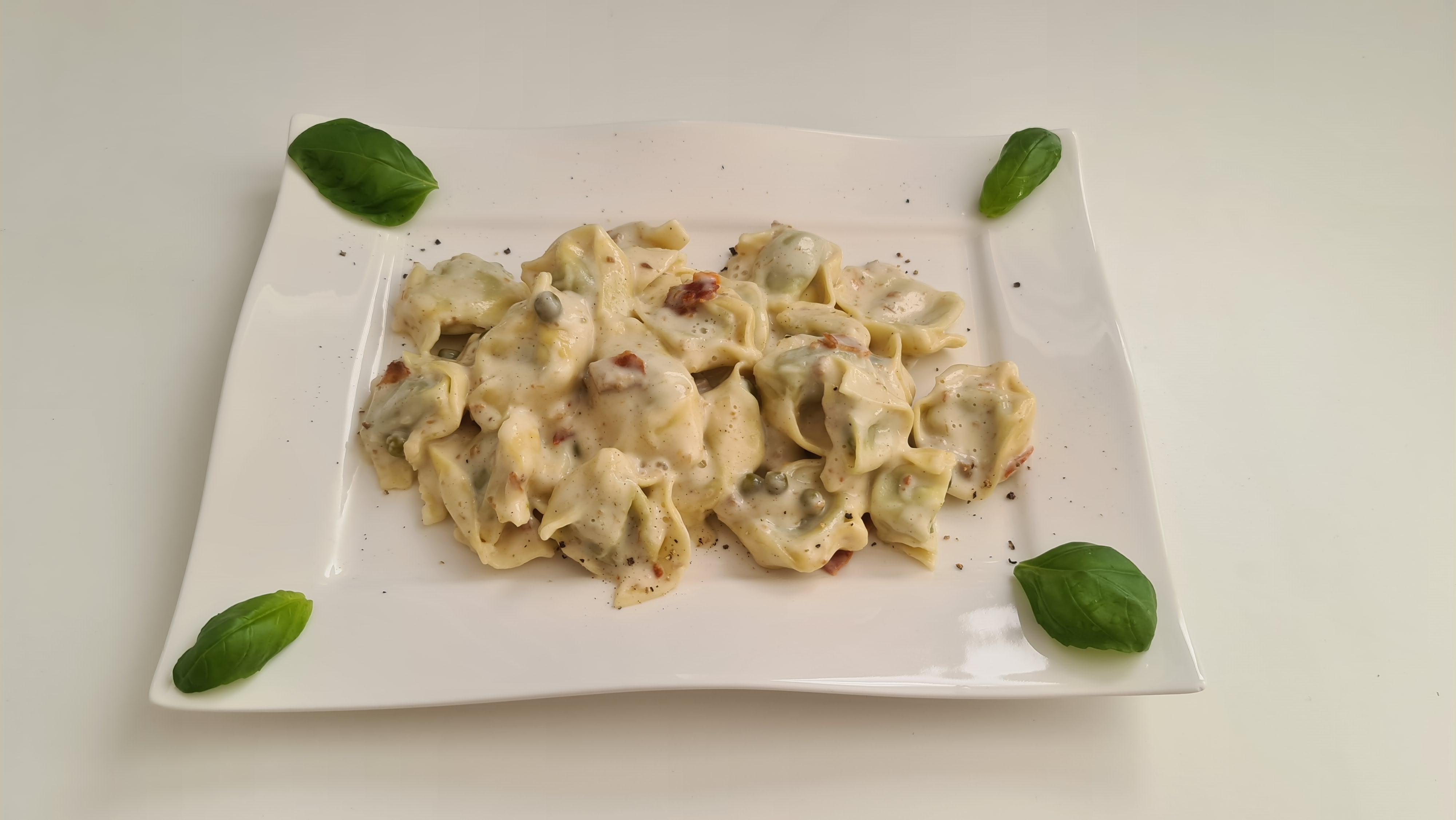 https://foodloader.net/Holz_2020-05-05_Tortelloni_Carbonara.jpg