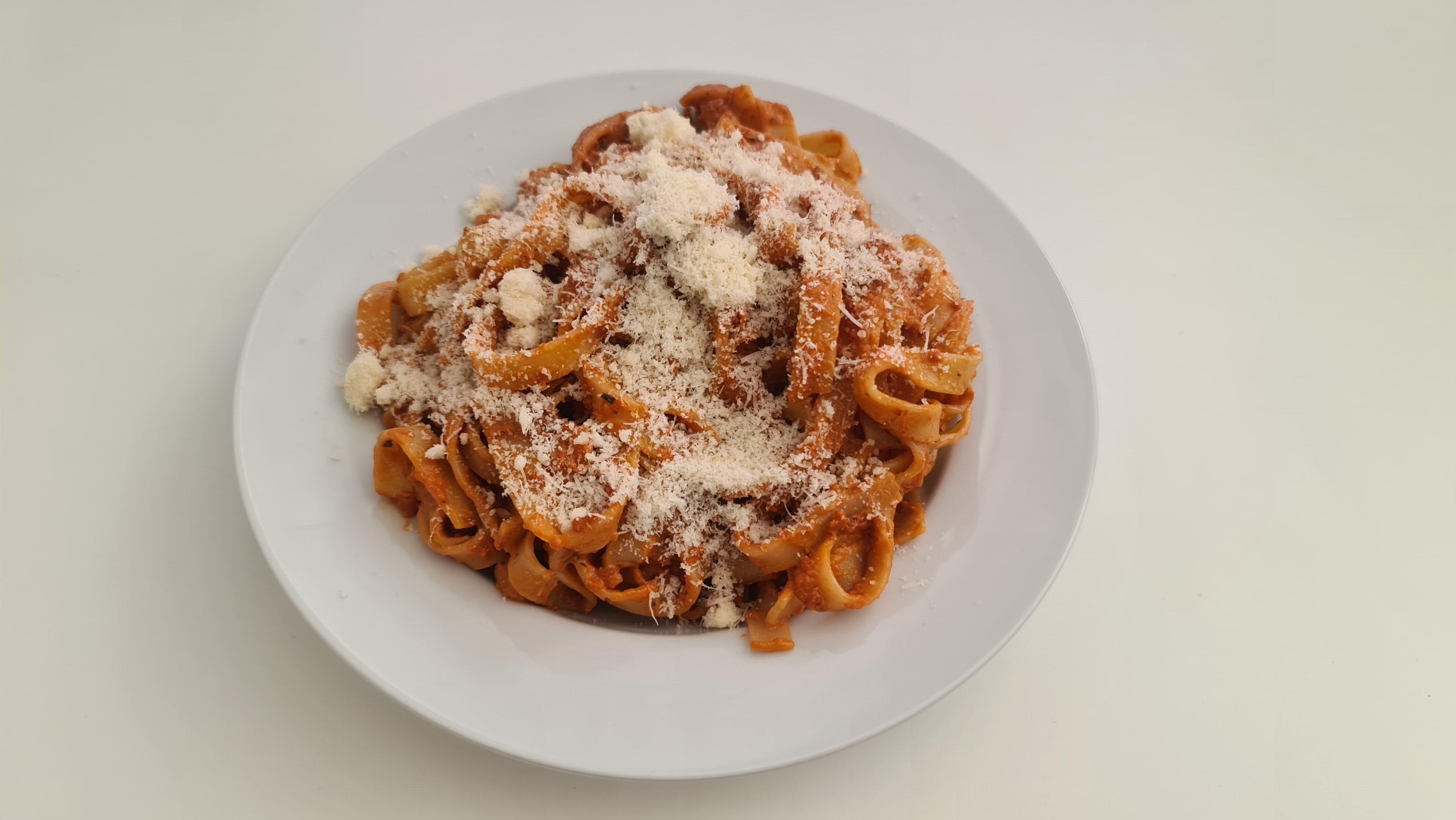 https://foodloader.net/Holz_2020-06-01_Tagliatelle_Pomodori_Secchi.jpg