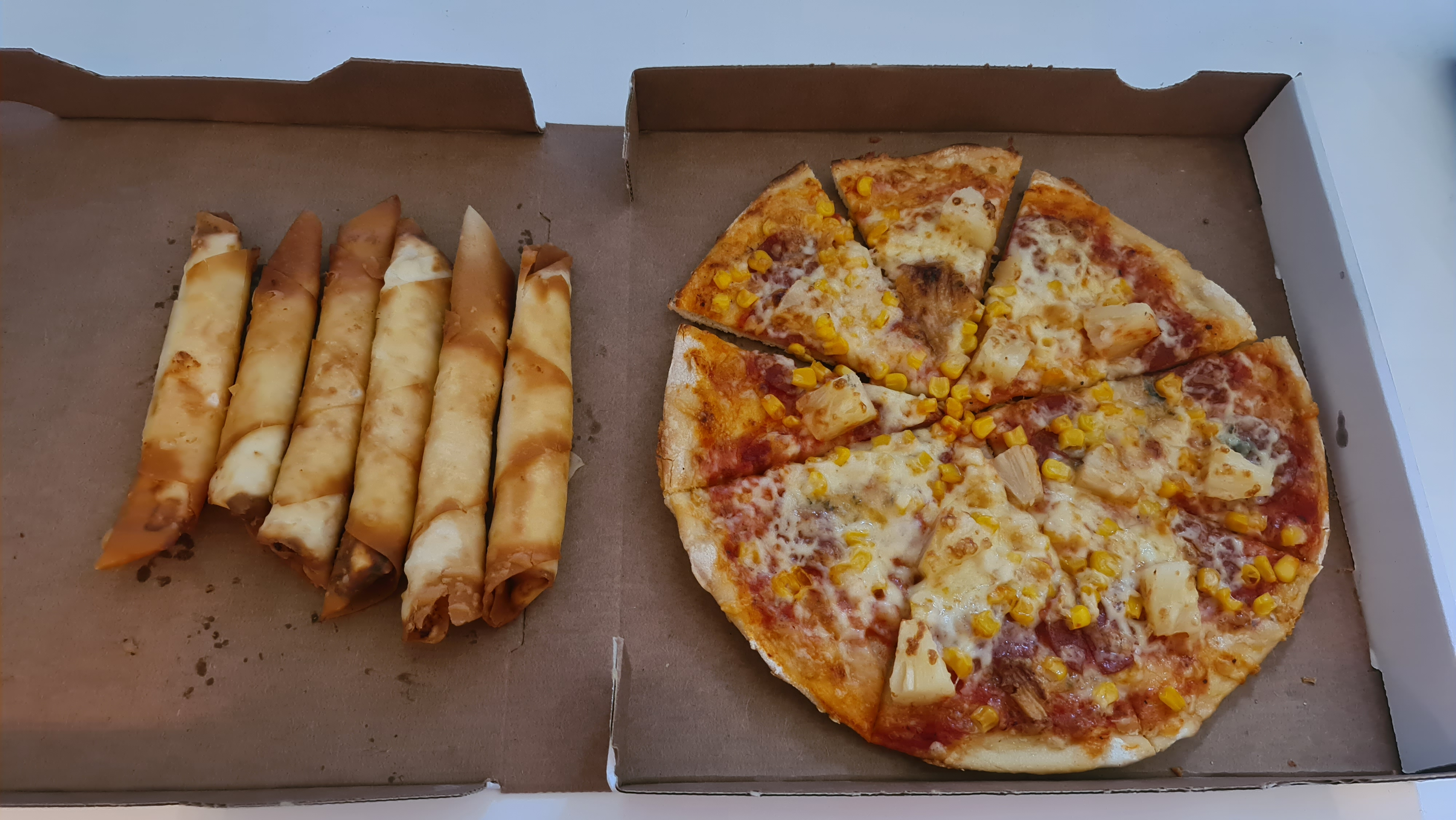https://foodloader.net/Holz_2020-06-09_Pizza_und_Boerek.jpg
