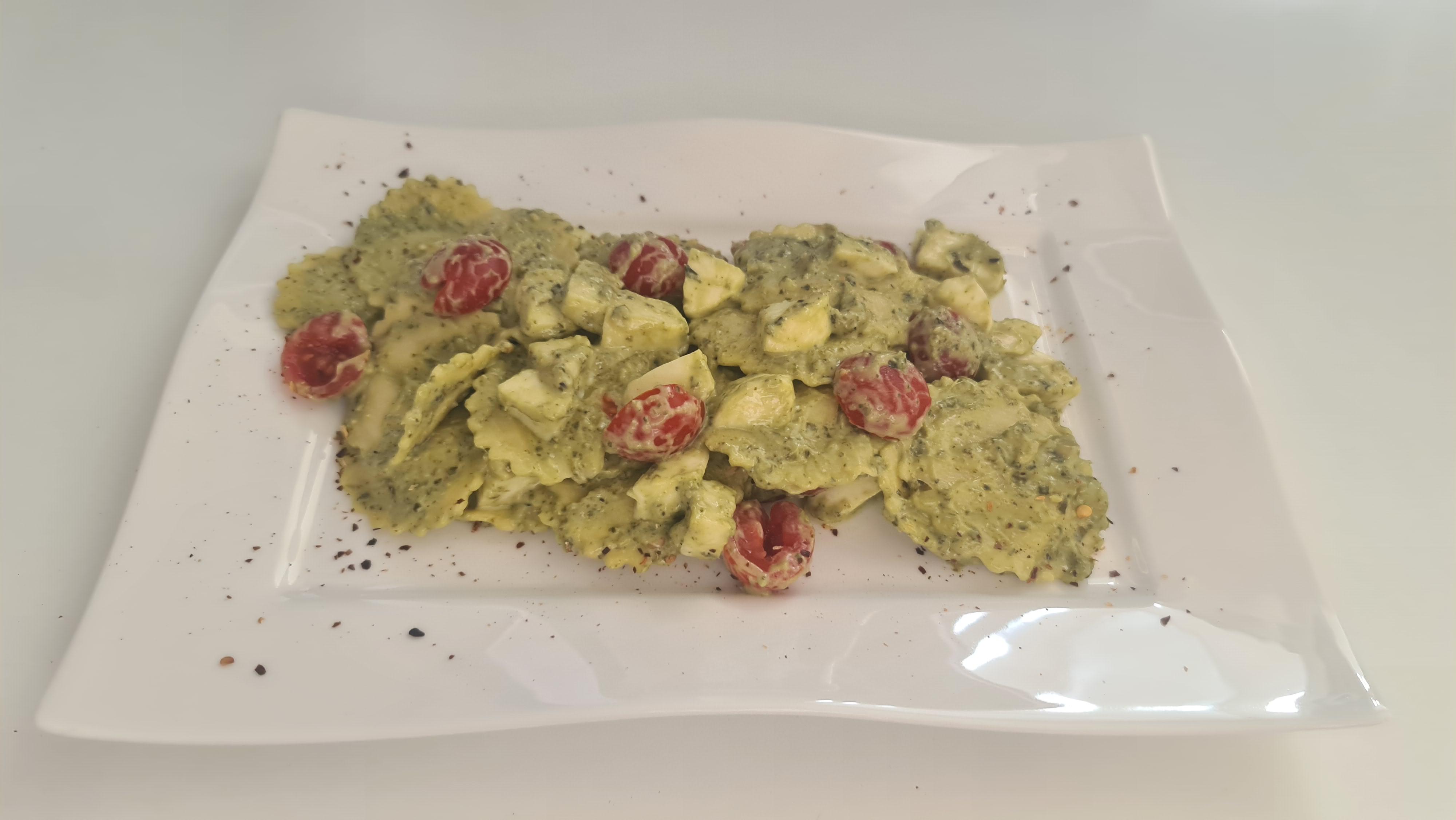 https://foodloader.net/Holz_2020-06-19_Trueffel-Ricotta-Tortellini_mit_Tomate_und_Mozzarella_in_Pesto_Basilico.jpg