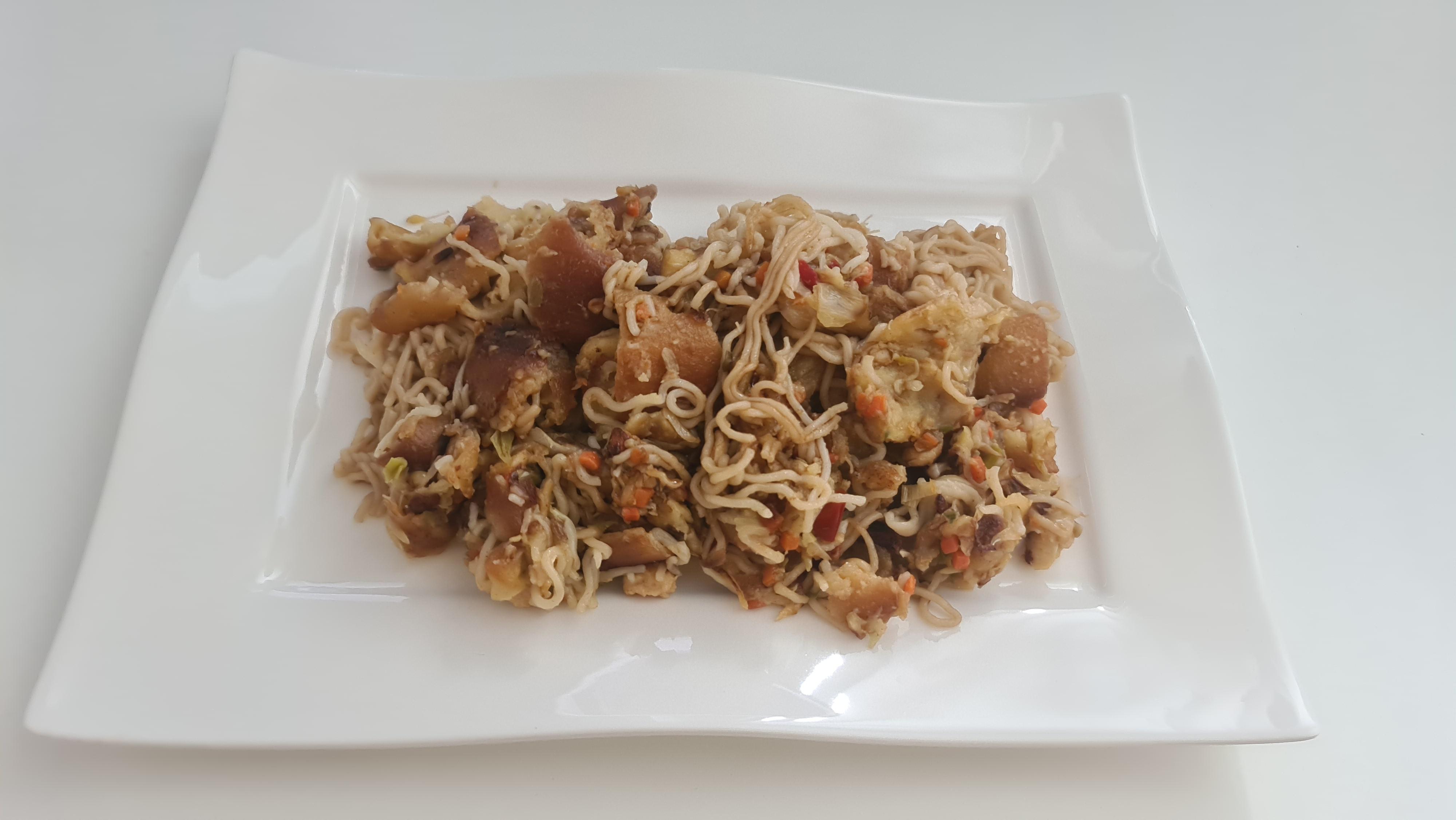 https://foodloader.net/Holz_2020-06-24_Gebratene_Nudeln_mit_Huhn_und_Gemuese.jpg