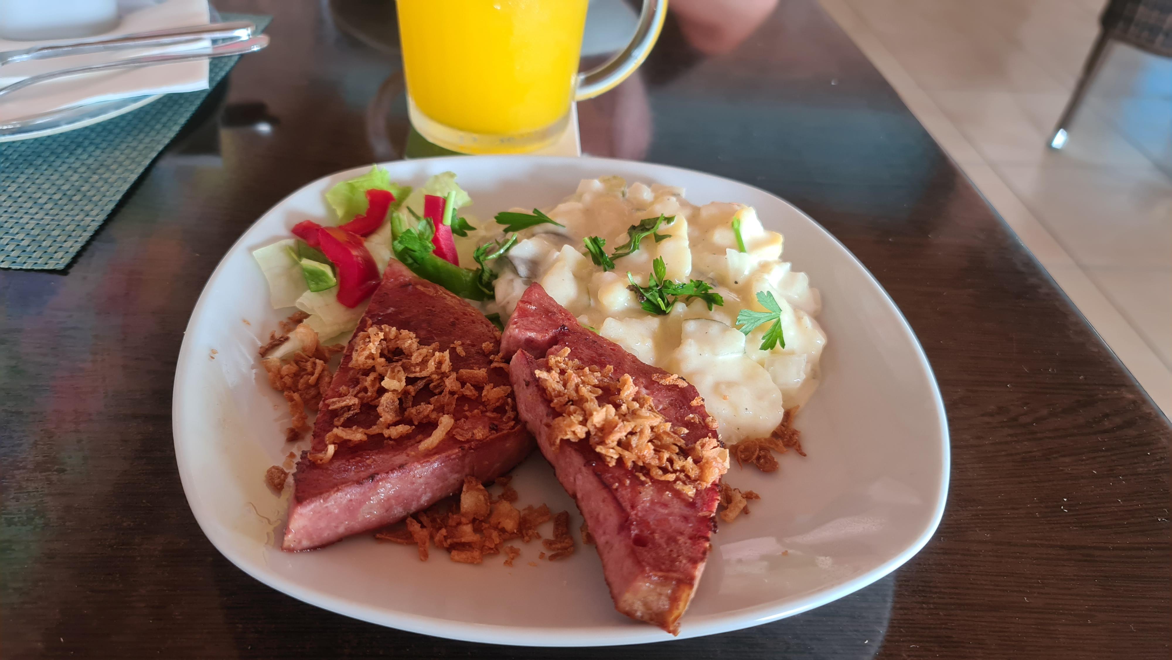 https://foodloader.net/Holz_2020-08-29_Fleischkaese_mit_Kartoffelsalat.jpg
