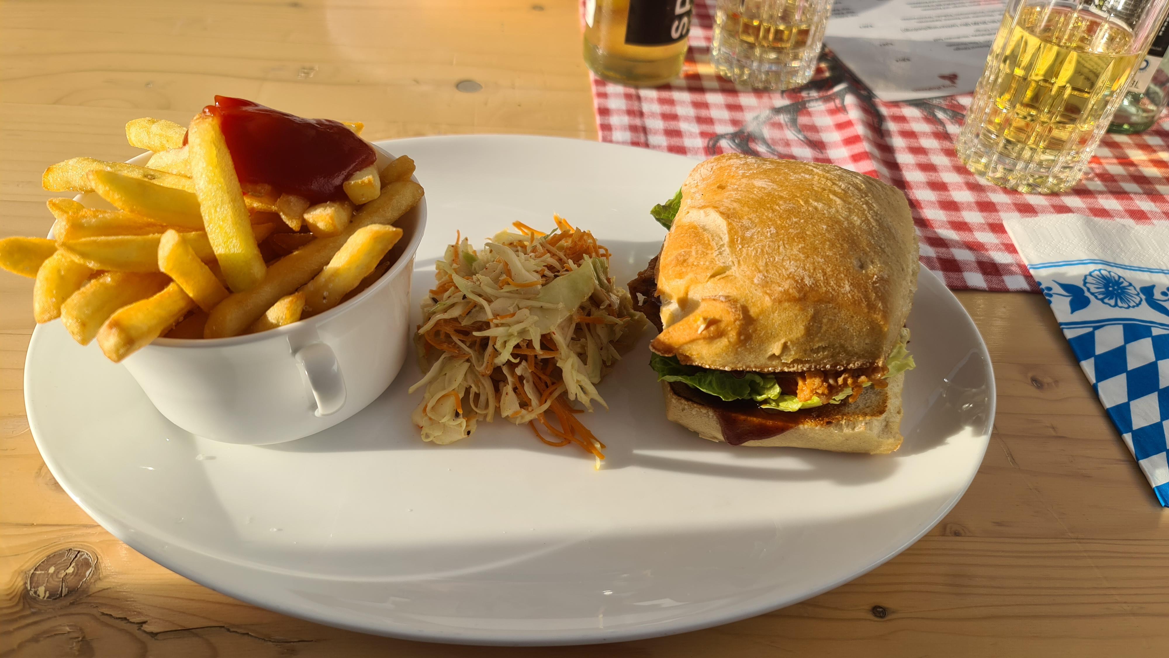 https://foodloader.net/Holz_2020-09-13_Pulled_Pork_Burger.jpg