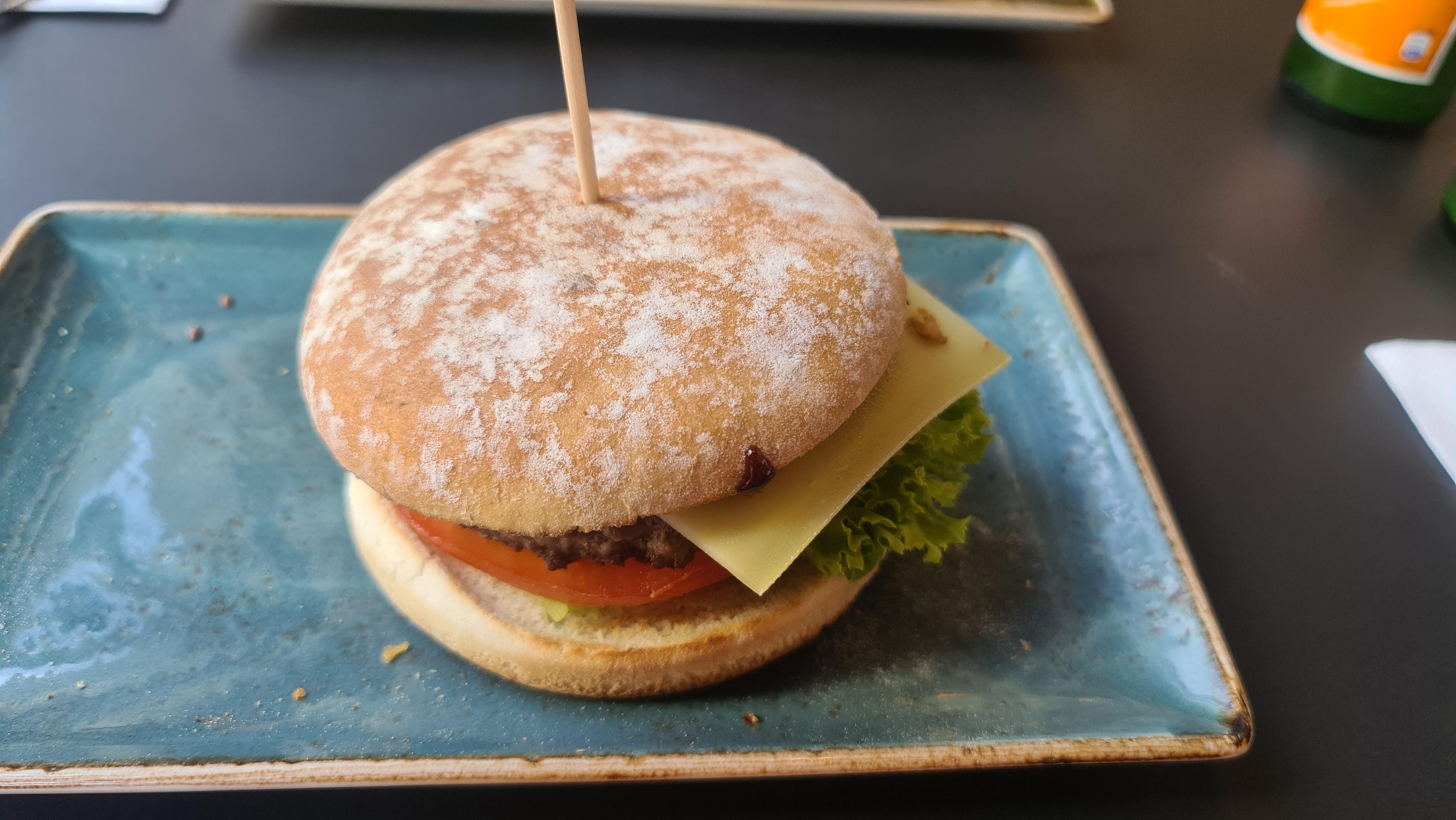 https://foodloader.net/Holz_2020-09-20_Burger.jpg