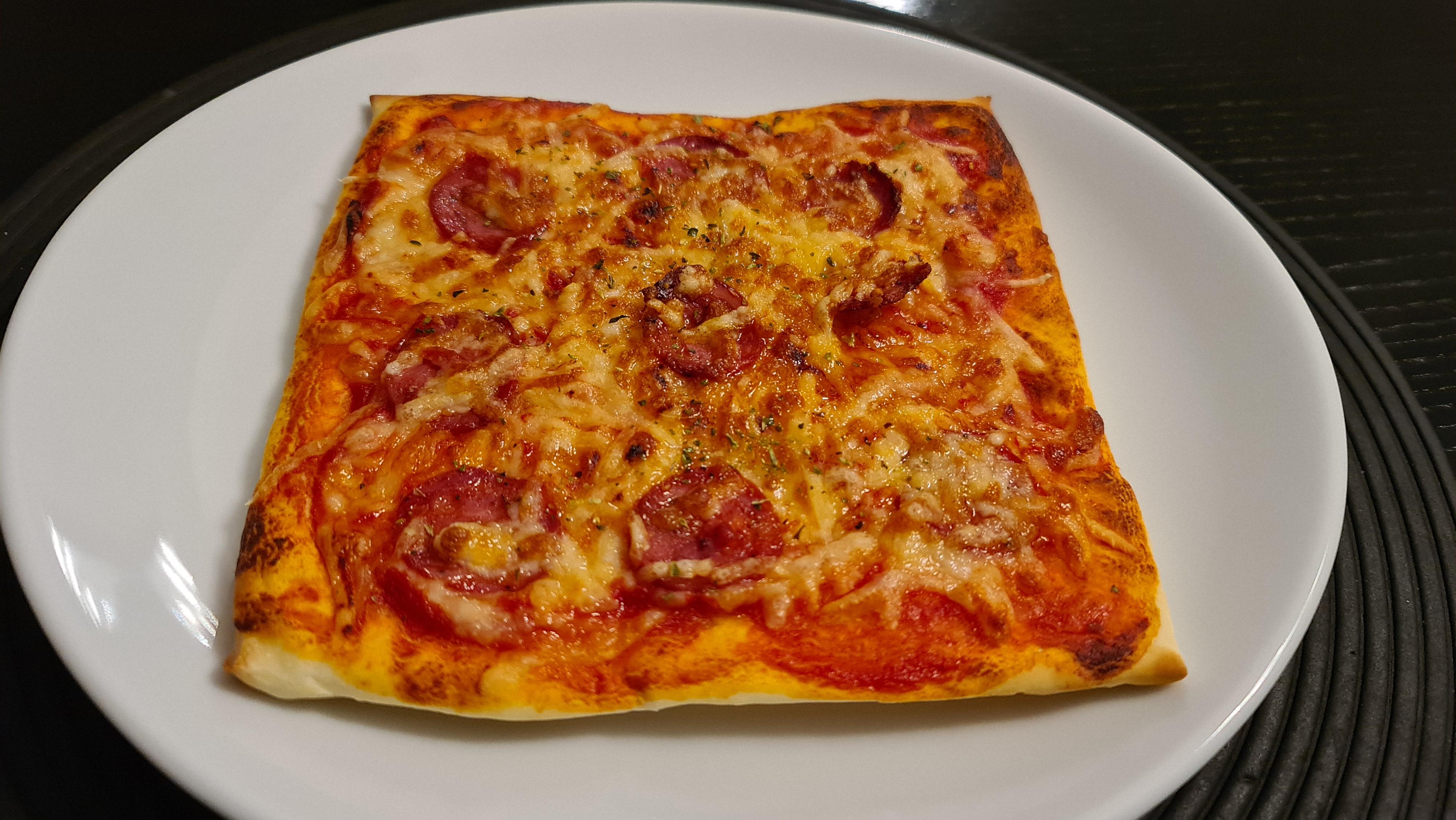 https://foodloader.net/Holz_2021-01-03_Selbstgemachte_Pizza_1.jpg
