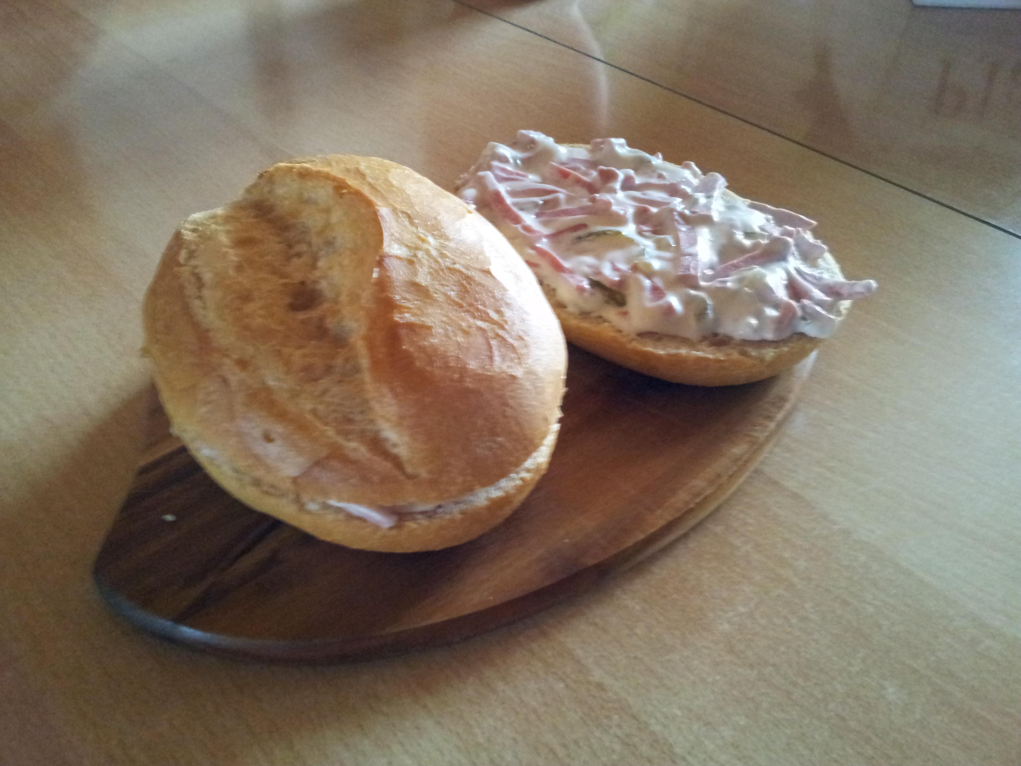 https://foodloader.net/Sami_2012-03-12_Br_tchen_mit_Fleischsalat.jpg