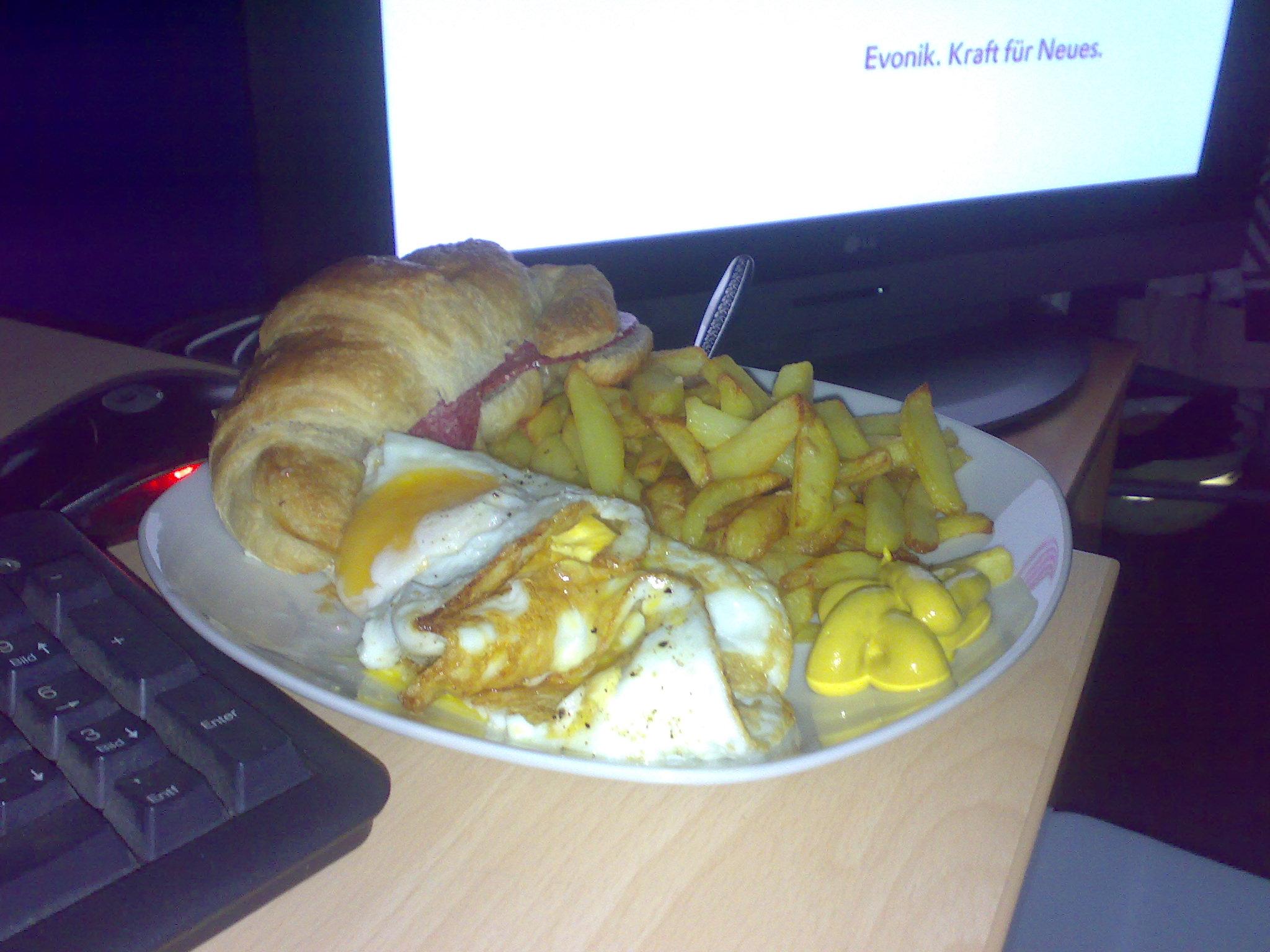 https://foodloader.net/SmokeZ_2009-06-16_Pommes_SpiegelEi_Salamihoernchen.jpg