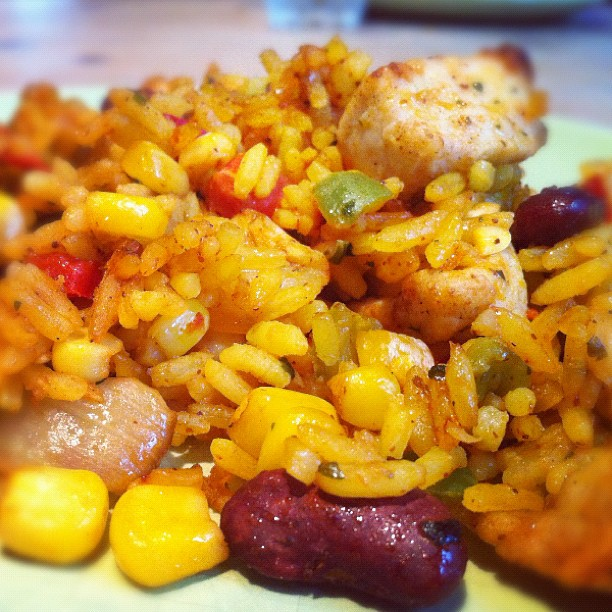 https://foodloader.net/annie_2012-05-05_chicken_rice_beans_corn.jpg