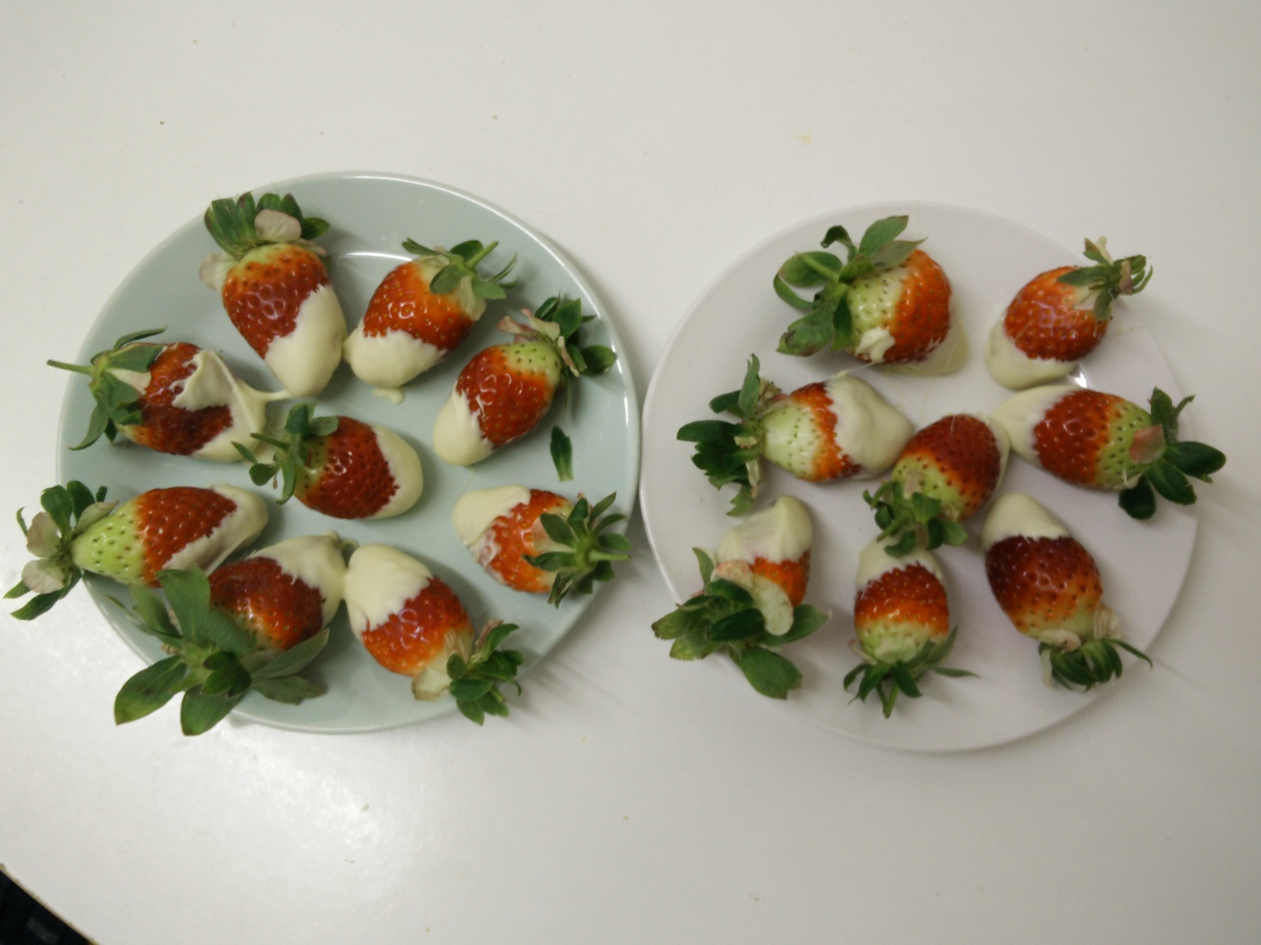 https://foodloader.net/belink_2015-02-17_White_Chocolate_Strawberries.jpg