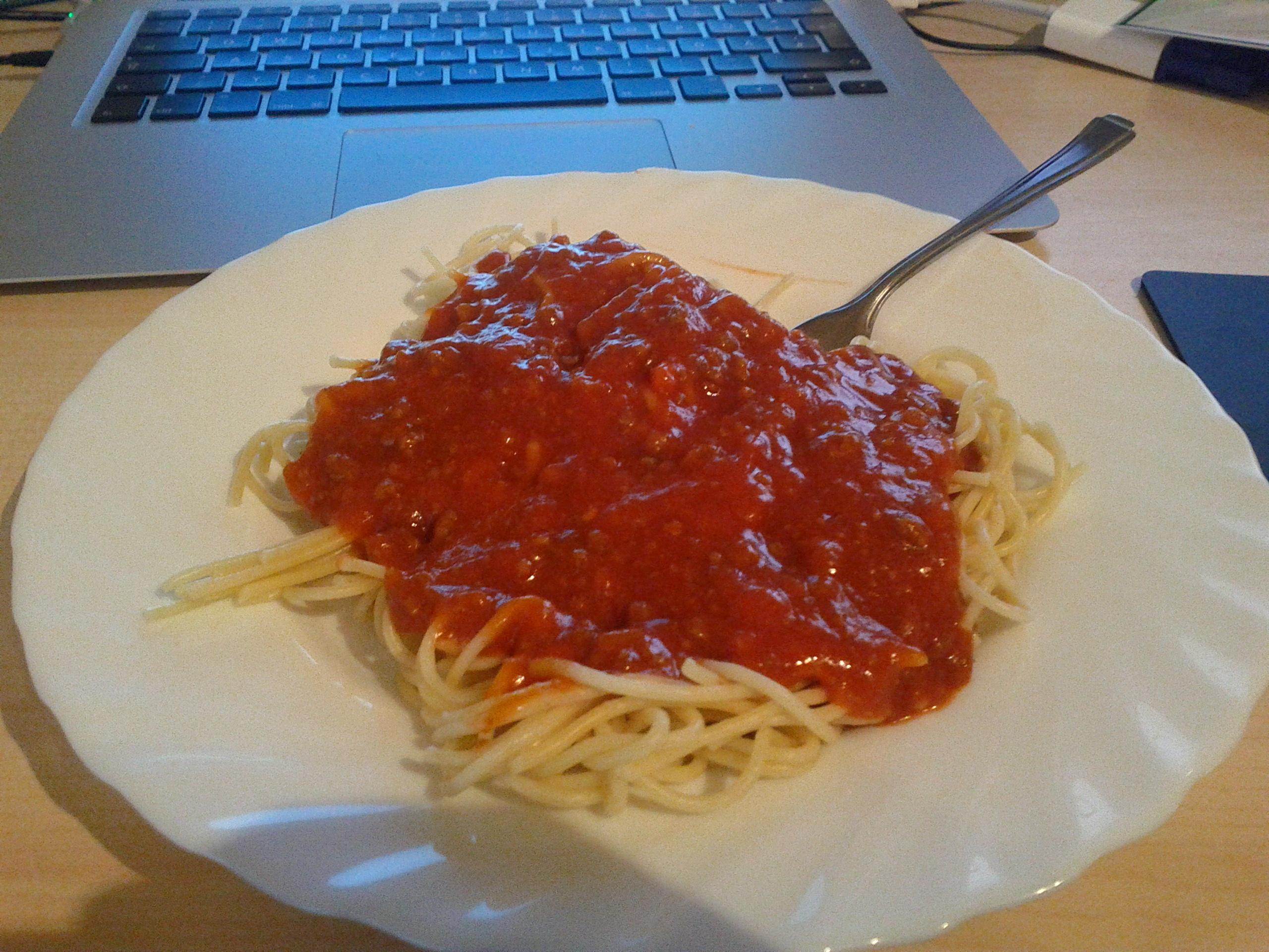 https://foodloader.net/bl1nk_2012-03-13_Nudeln_Bolognese.jpg