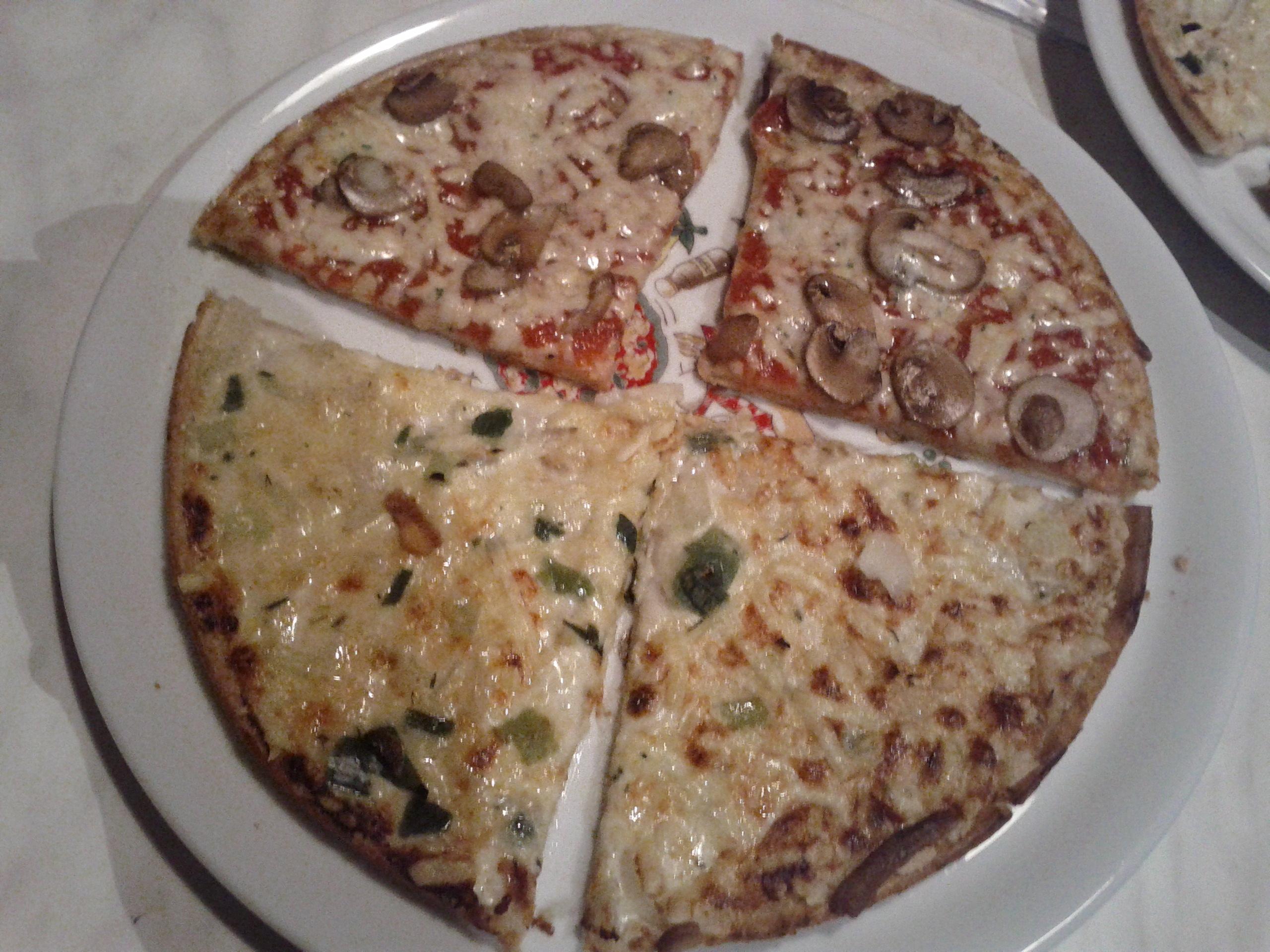 https://foodloader.net/bl1nk_2012-05-11_Pizza_und_Flammkuchen.jpg