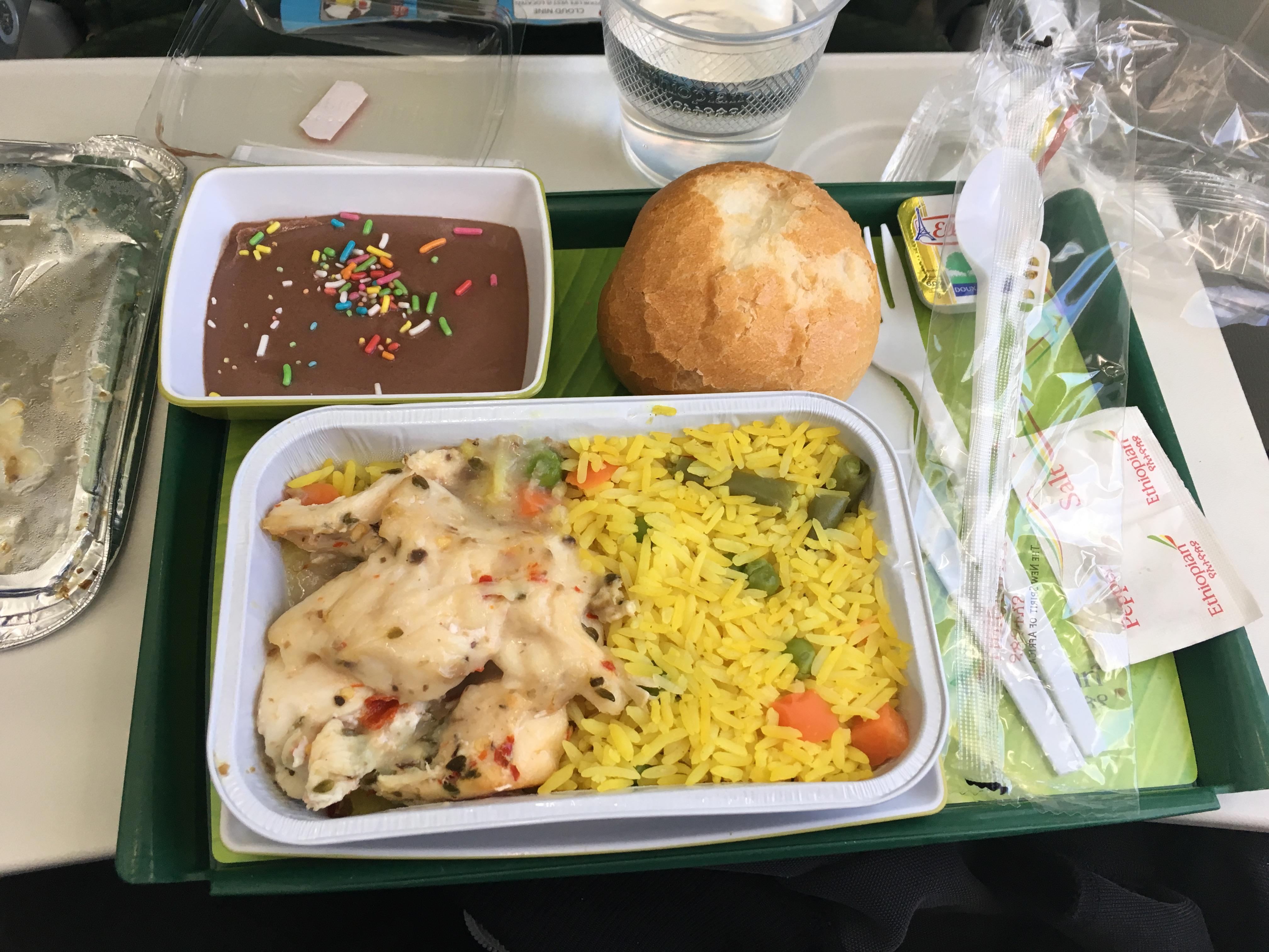 http://foodloader.net/blub_2017-06-22_Reis_mit_H__hnchen__Br__tchen_und_Schokocreme_Ethiopian_Airlines.jpg