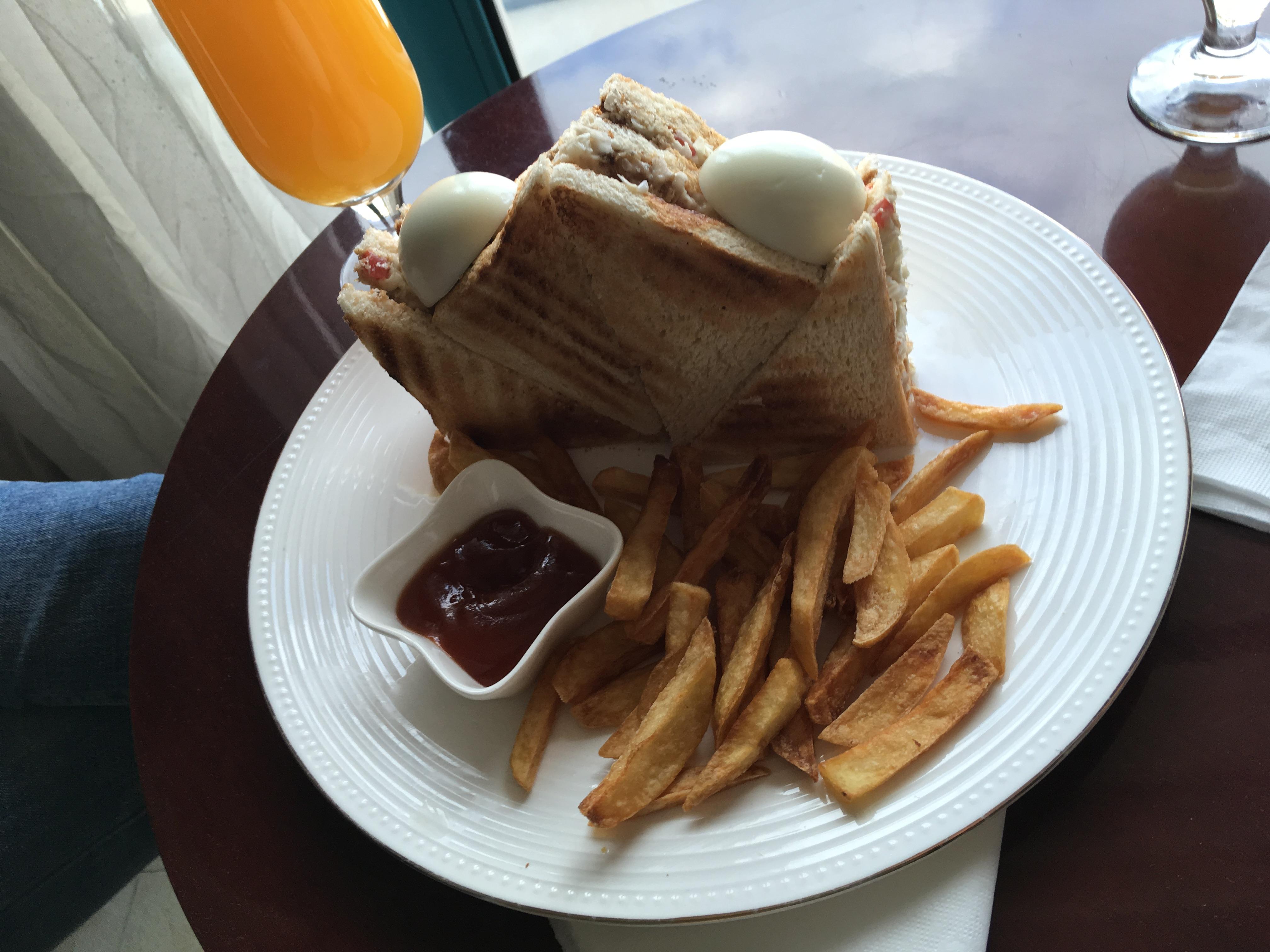 https://foodloader.net/blub_2018-01-03_Club_Sandwich_mit_Pommes.jpg