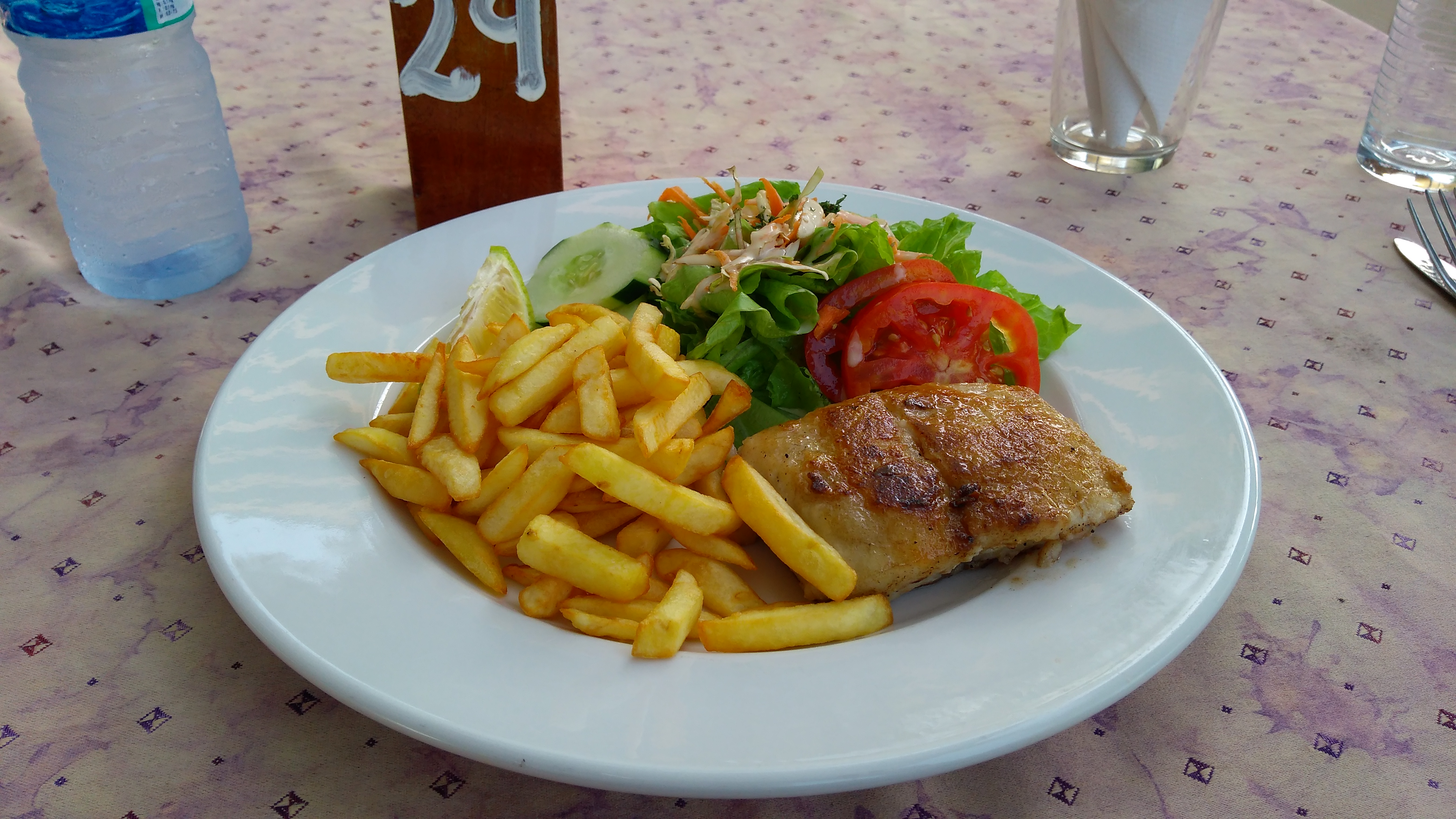 https://foodloader.net/blub_2018-07-23_Red_Snapper_Filet_mit_Salat_und_Pommes.jpg