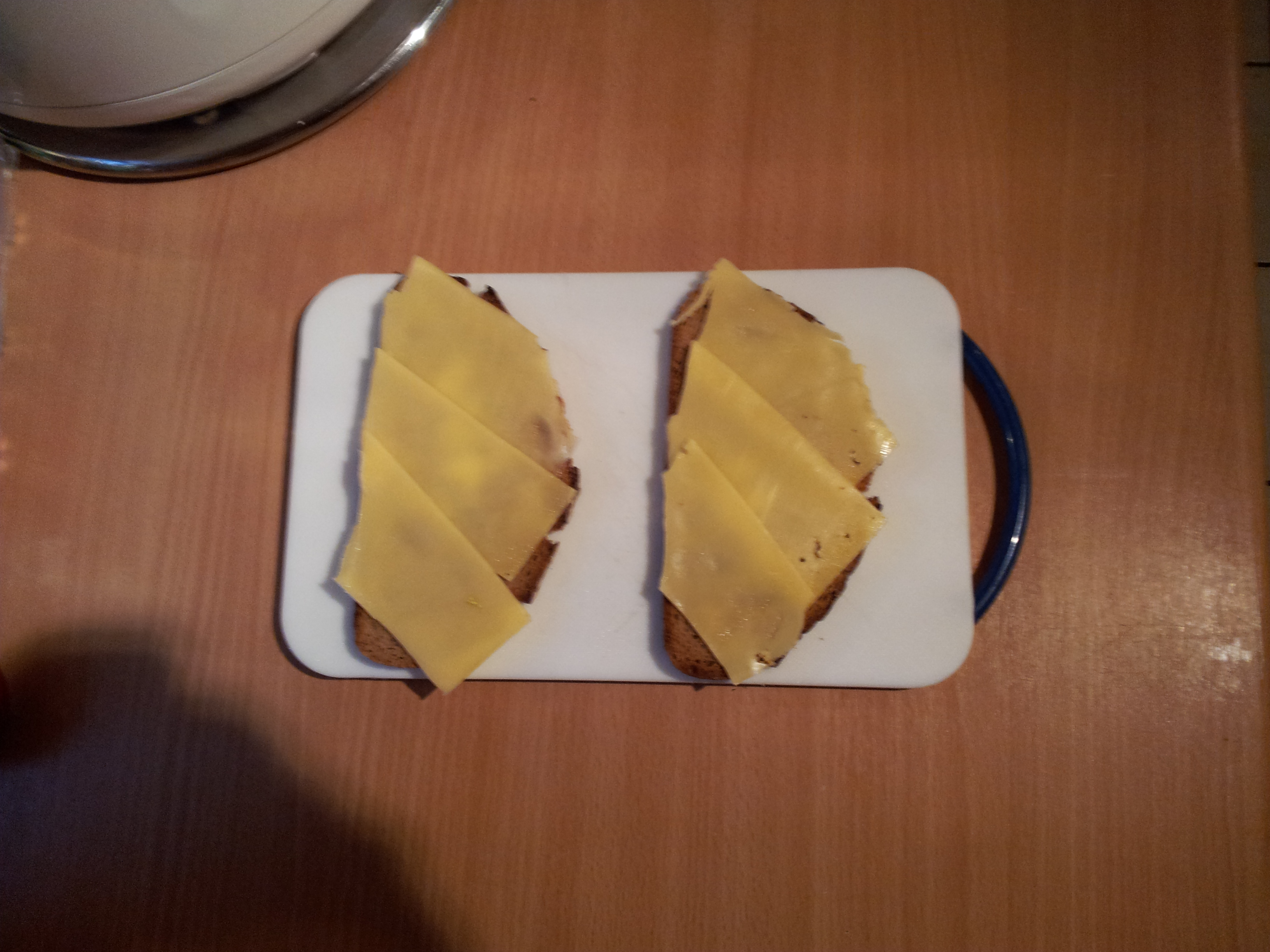 https://foodloader.net/cryzed_2011-26-07_Toasted_bread_with_Gouda.jpg