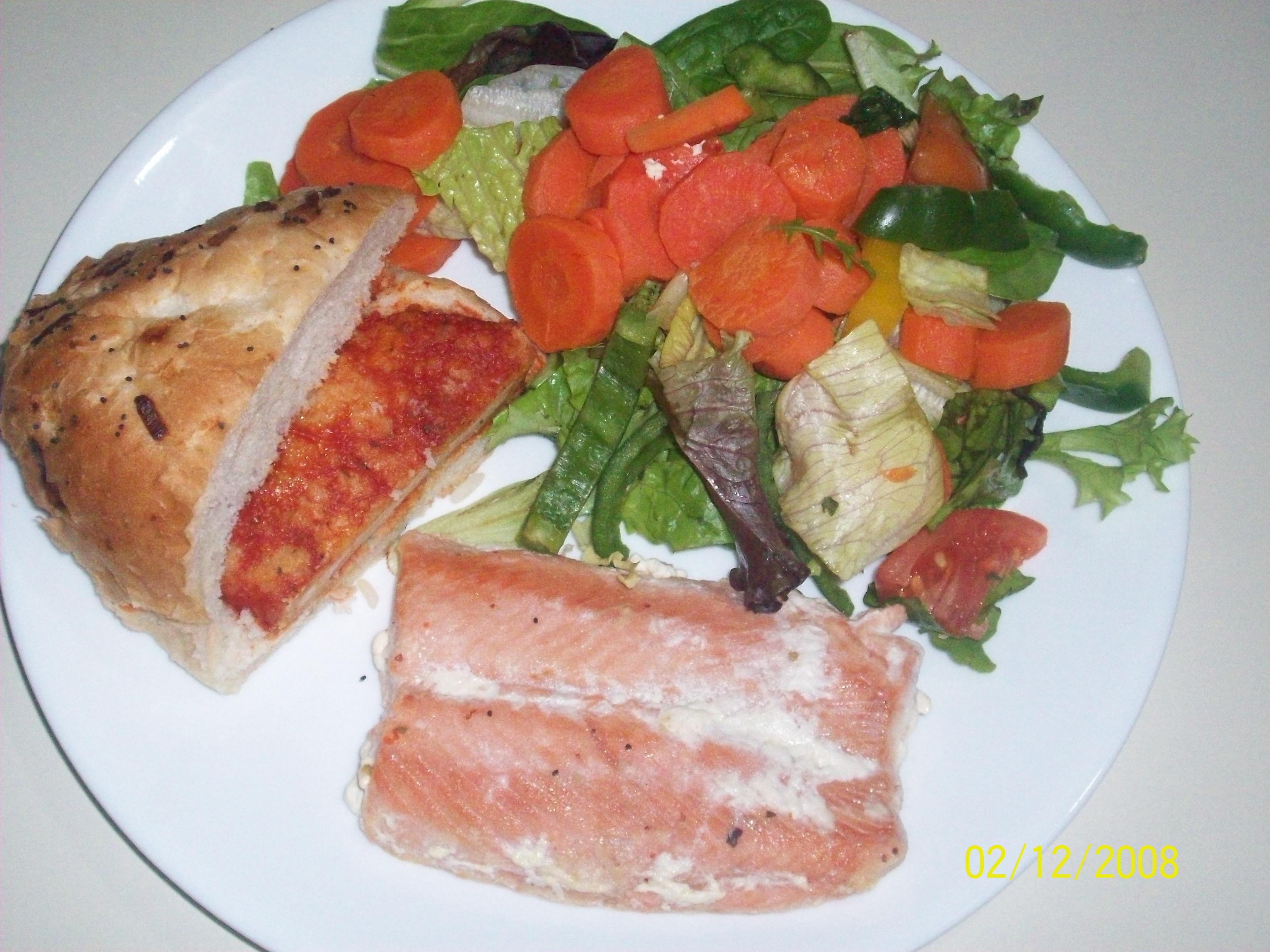 https://foodloader.net/cutie_2008-12-02_chix_burger_and_salmon_and_salad.jpg