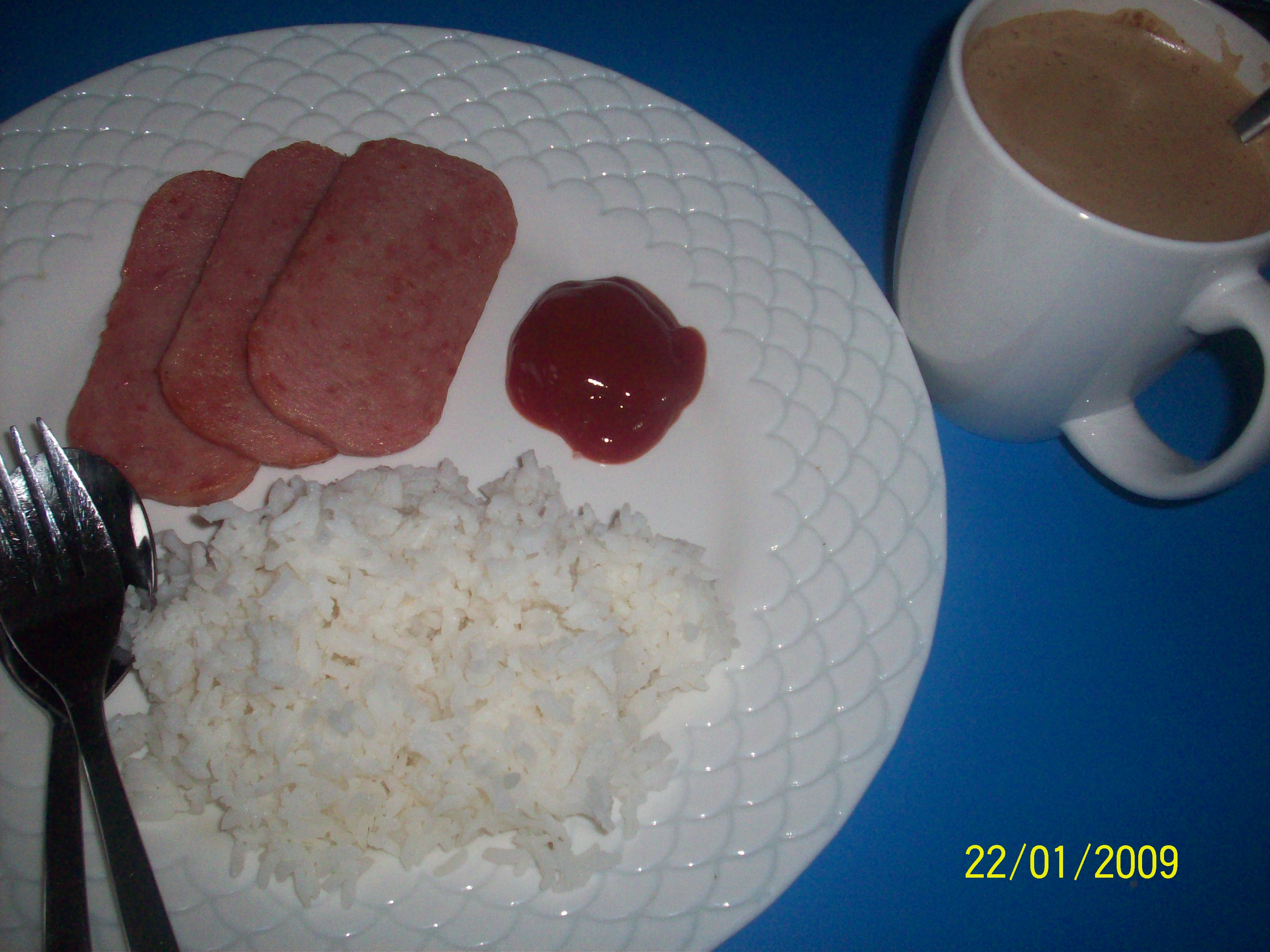 https://foodloader.net/cutie_2009-01-22_Luncheon_Meat_with_Rice_and_Cappuccino.jpg