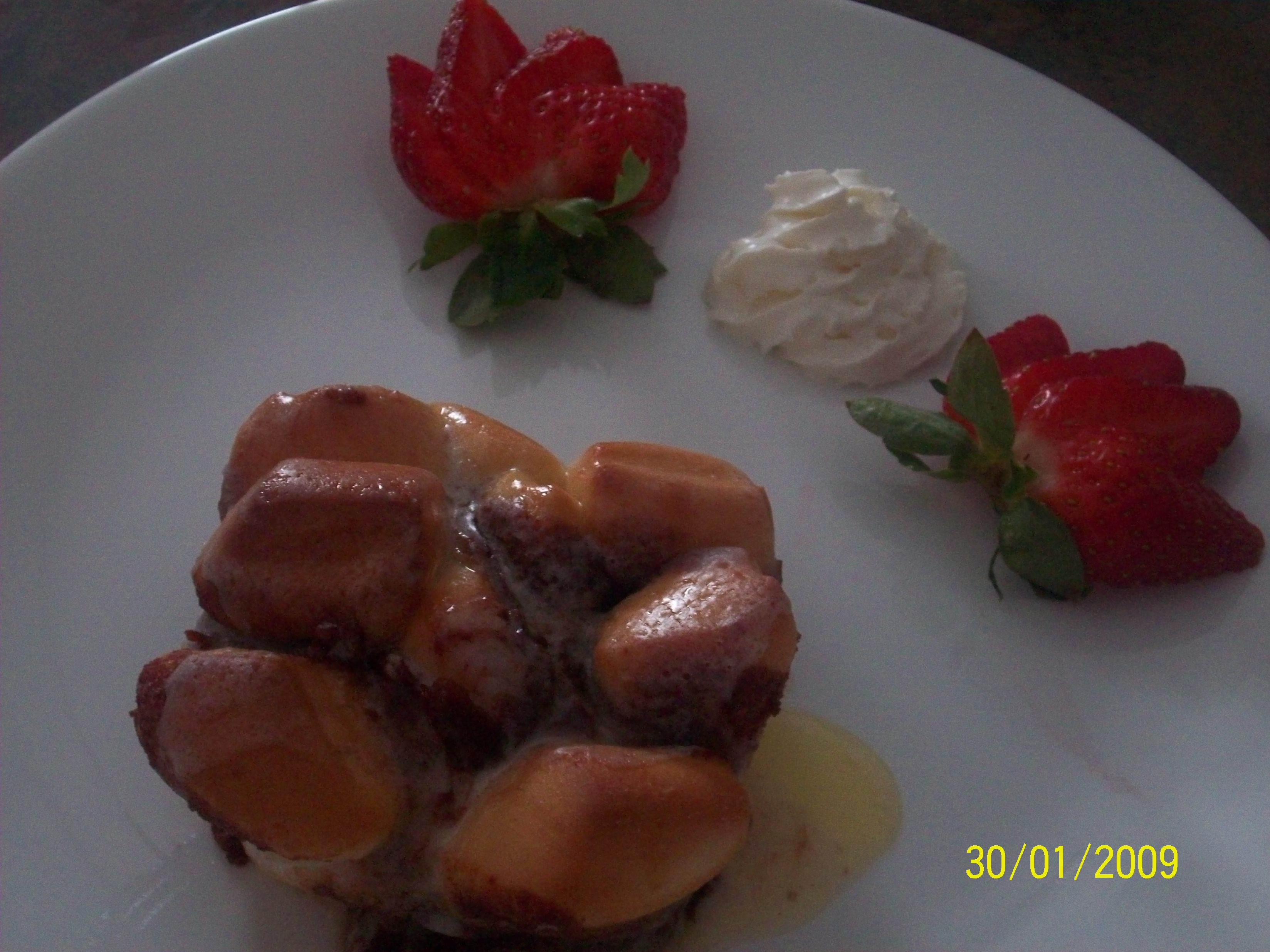 https://foodloader.net/cutie_2009-01-30_Cinnamon_with_Strawberries_and_Cream.jpg