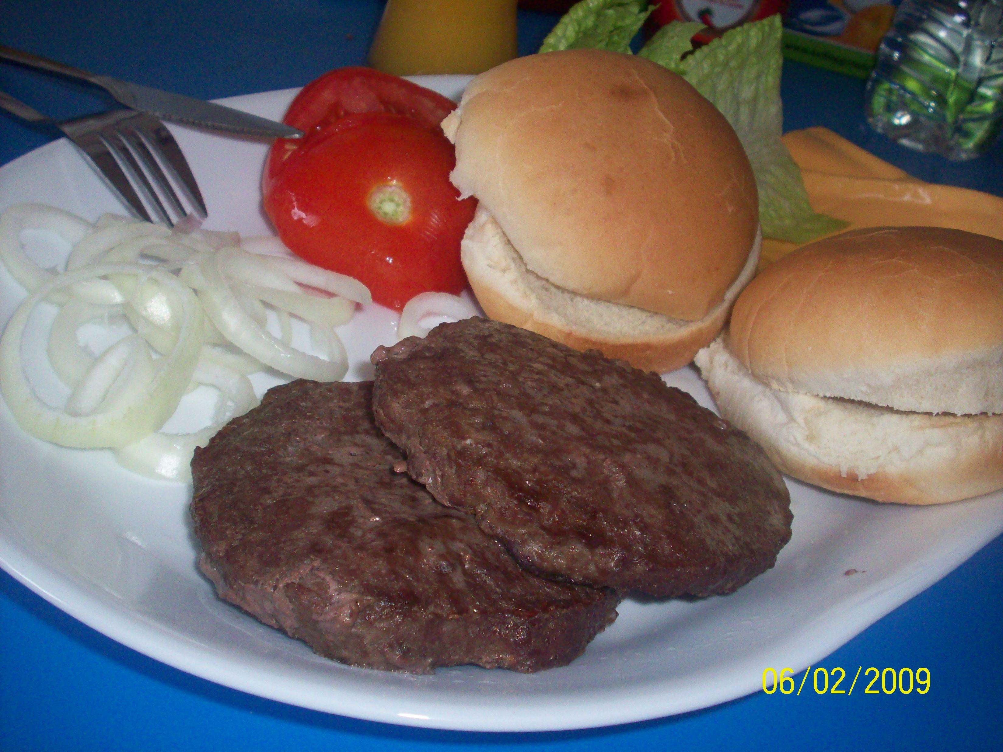 http://foodloader.net/cutie_2009-02-06_Angus_Burger1.jpg