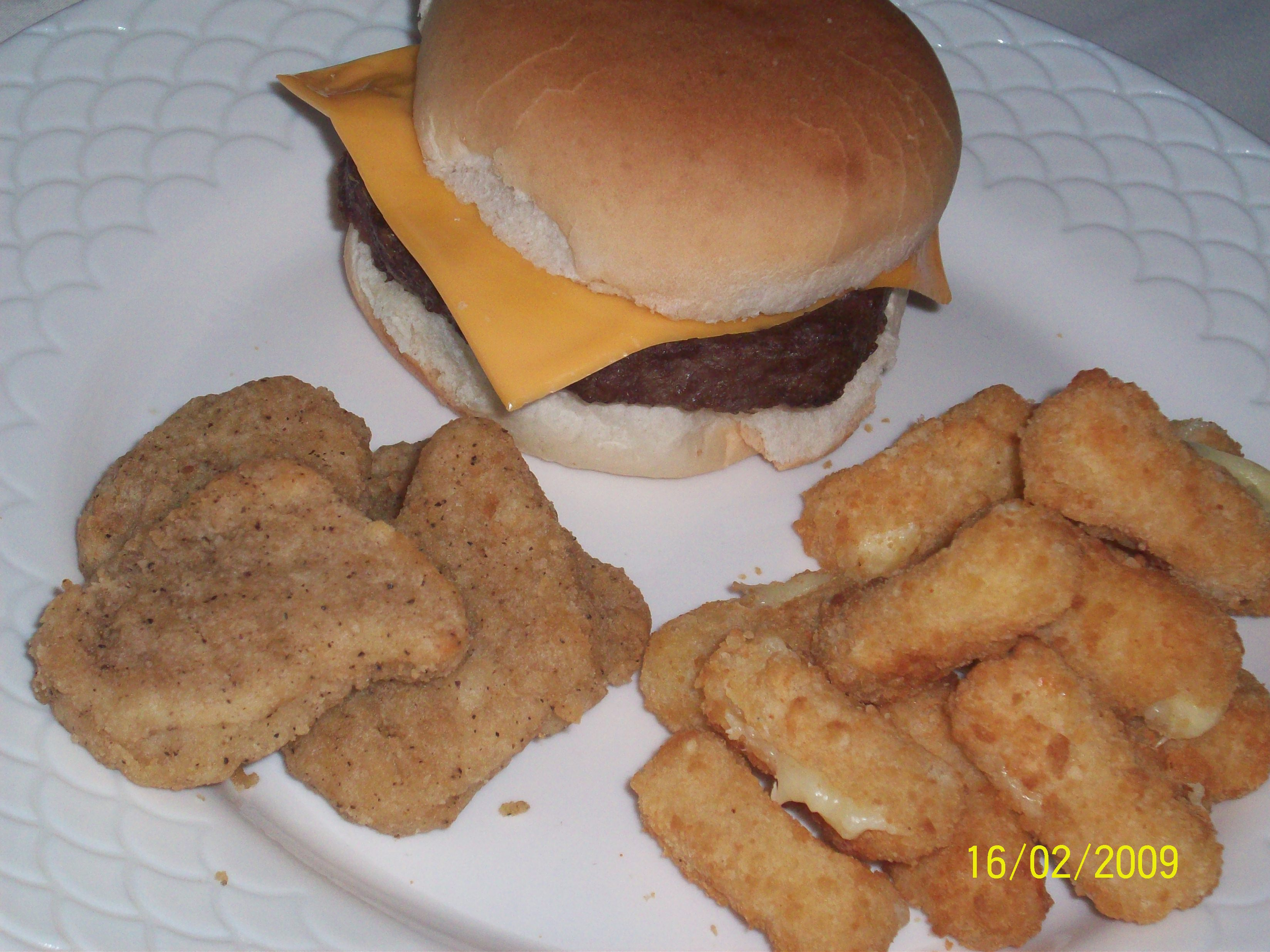 http://foodloader.net/cutie_2009-02-16_Angus_Burger__Cheddar_Cheesesticks_and_Chicken_Nuggets.jpg