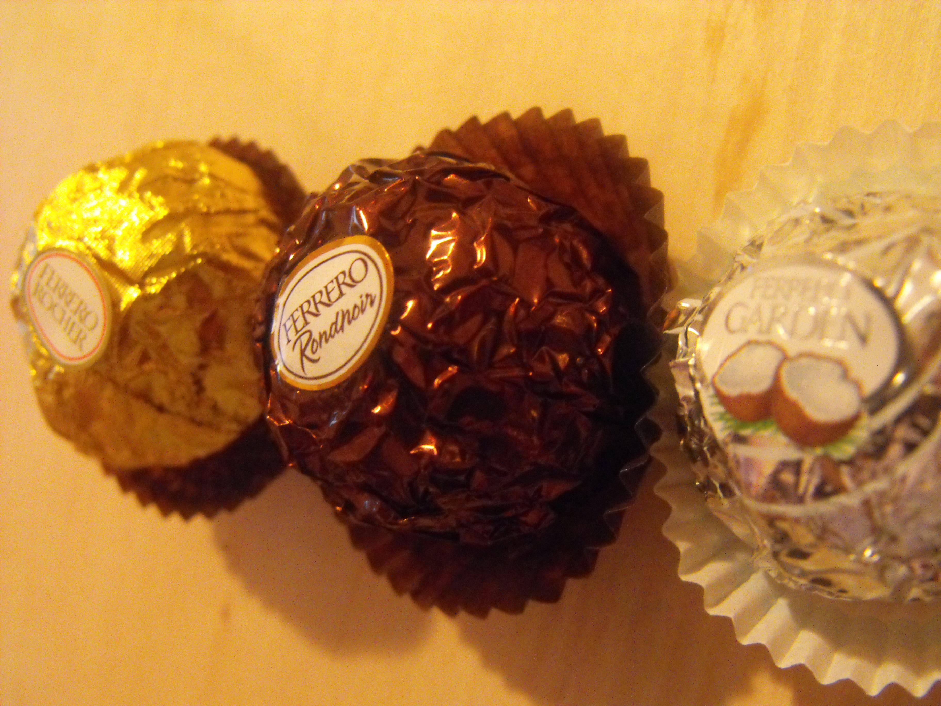https://foodloader.net/cutie_2009-02-21_Ferrero_Chocolates.jpg