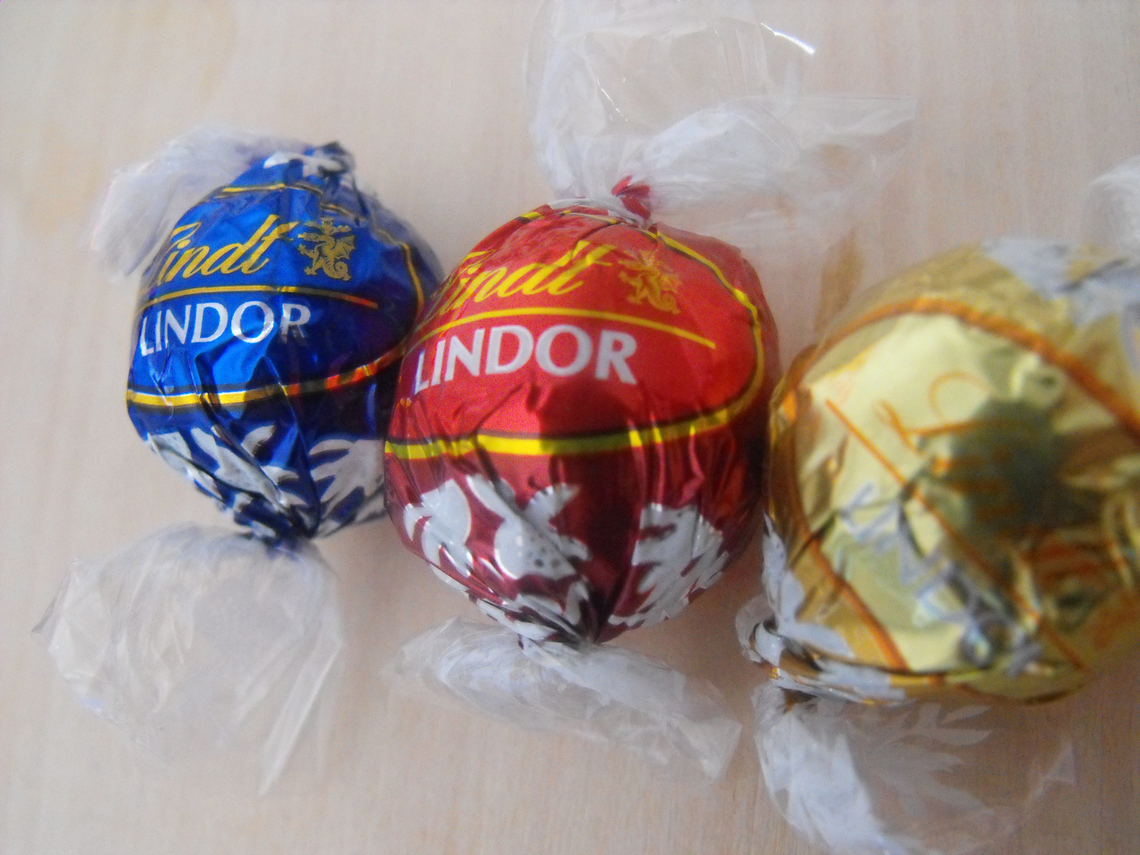https://foodloader.net/cutie_2009-02-23_Lindt_Chocolates.jpg