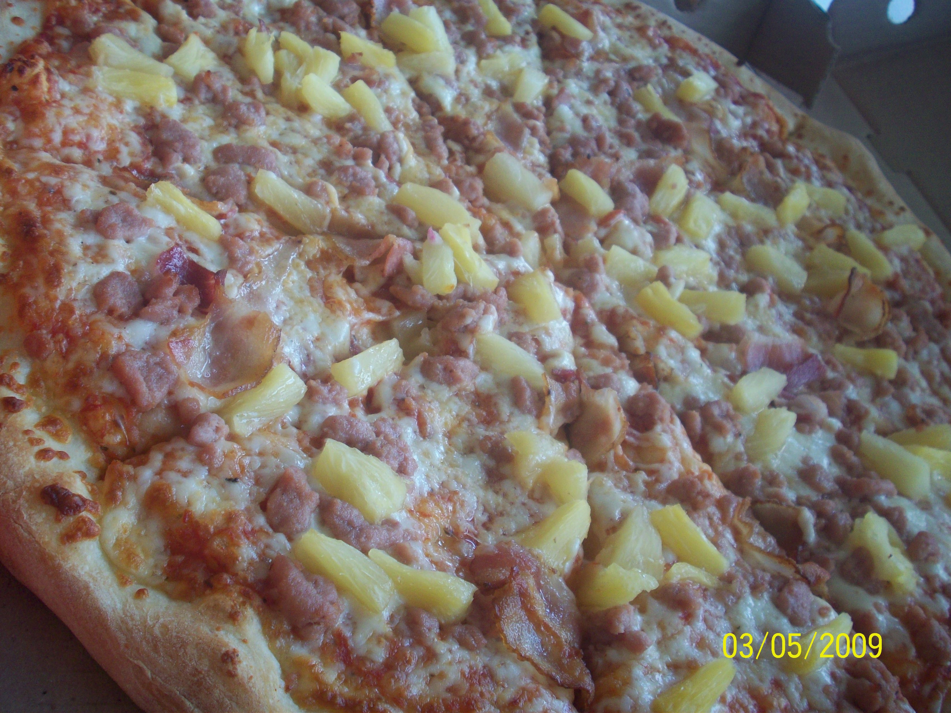https://foodloader.net/cutie_2009-05-04_Hawaiian_Pizza.jpg