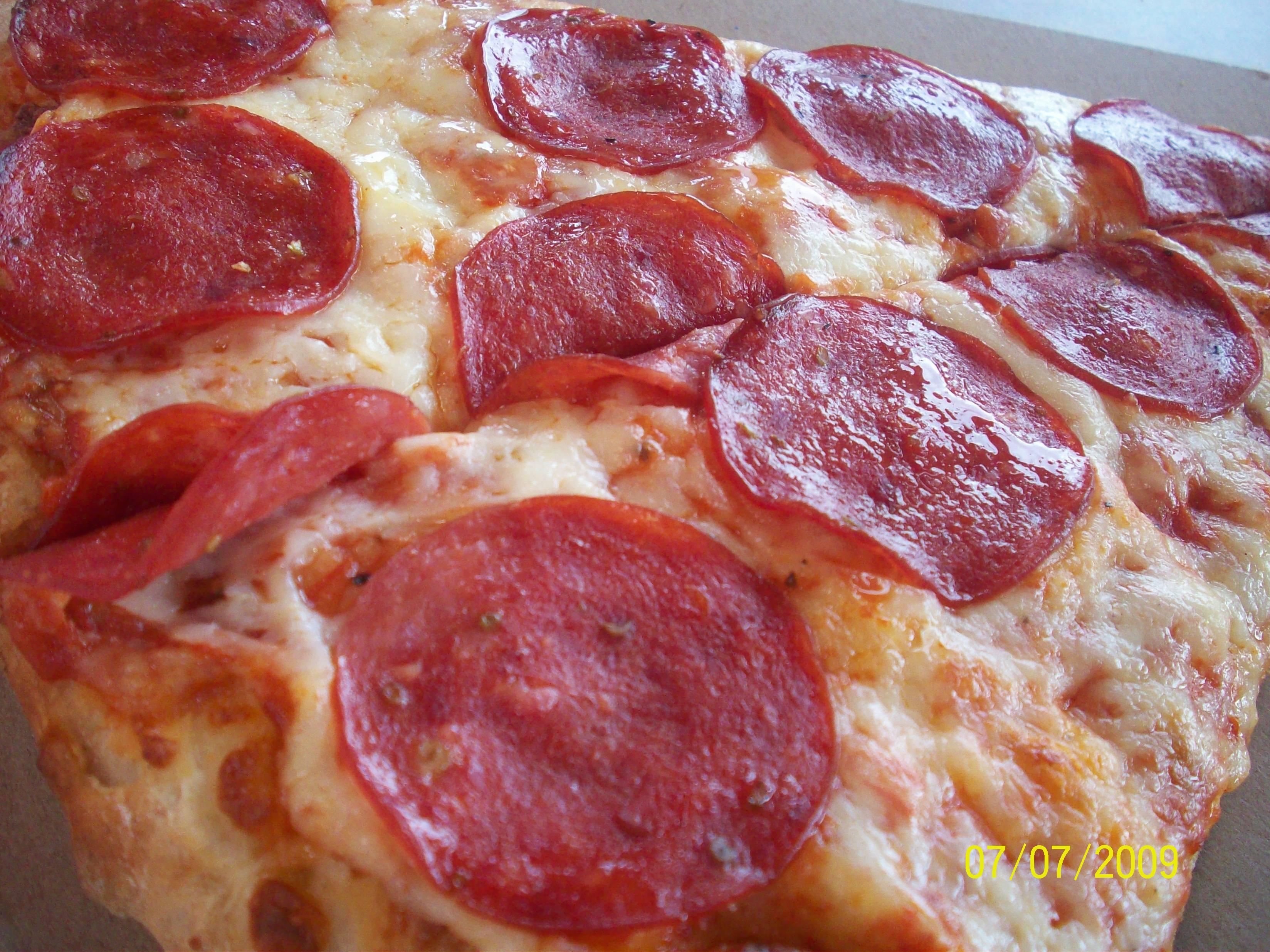 http://foodloader.net/cutie_2009-07-07_Pepperoni_Pizza.jpg