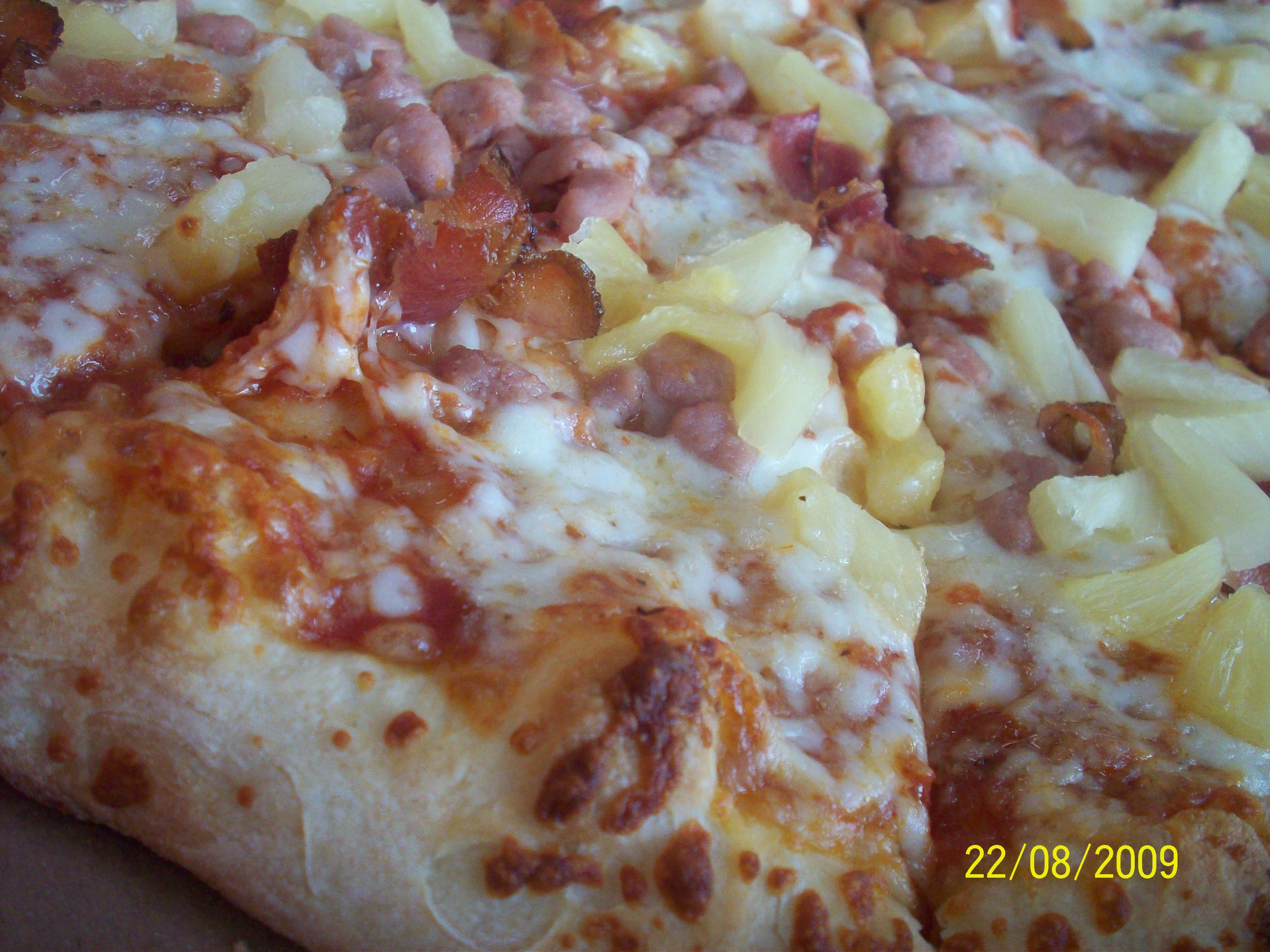 http://foodloader.net/cutie_2009-08-22_Hawaiian_Pizza.jpg