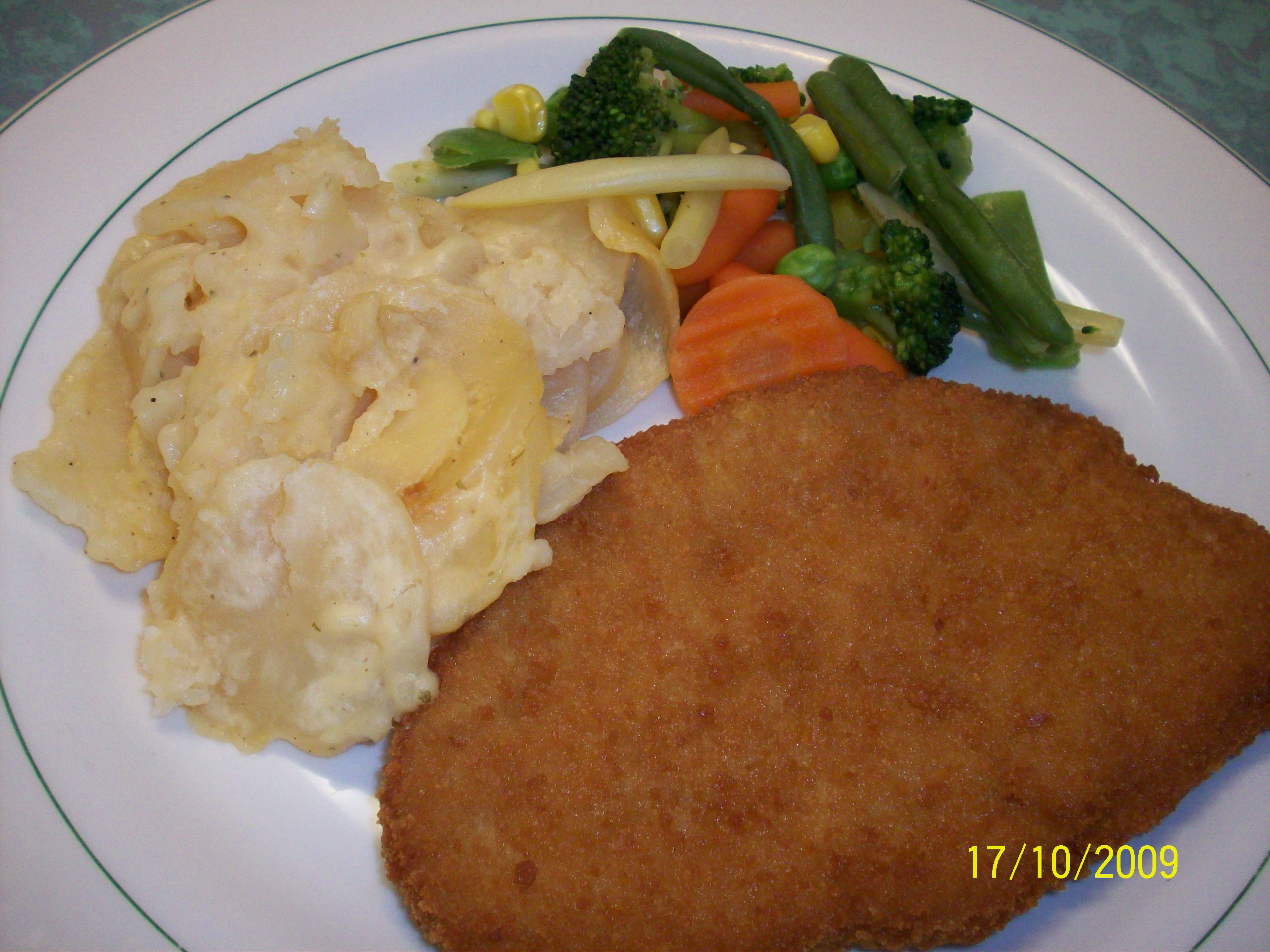 http://foodloader.net/cutie_2009-10-17_Breaded_Pork_Schnitzel_with_Scalopped_Potatoes_and.jpg