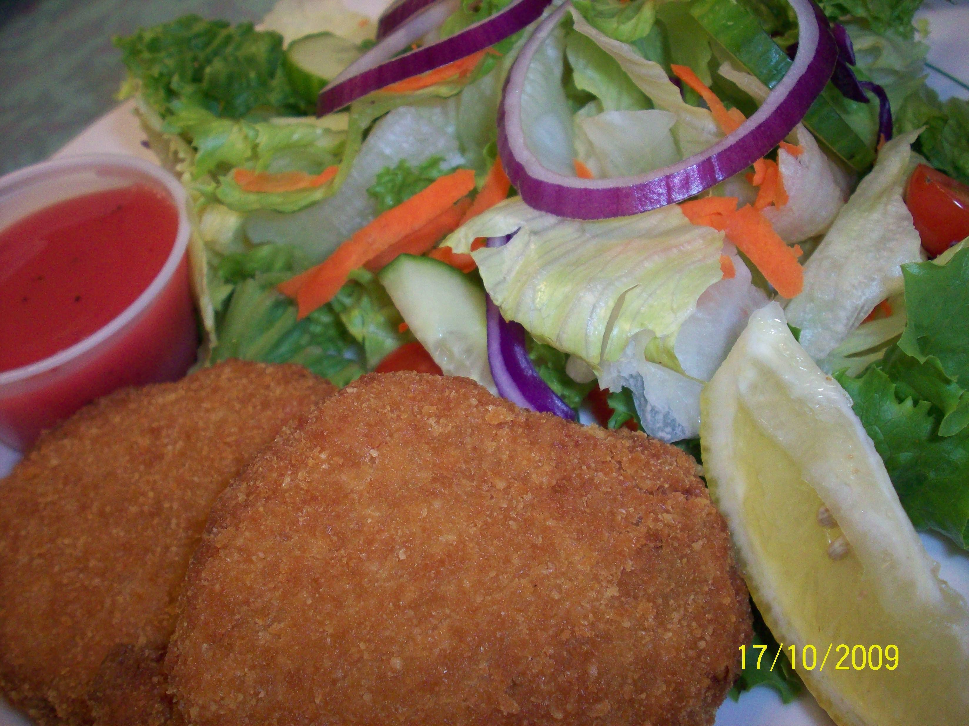 https://foodloader.net/cutie_2009-10-17_Crab_Cake_with_Salad.jpg