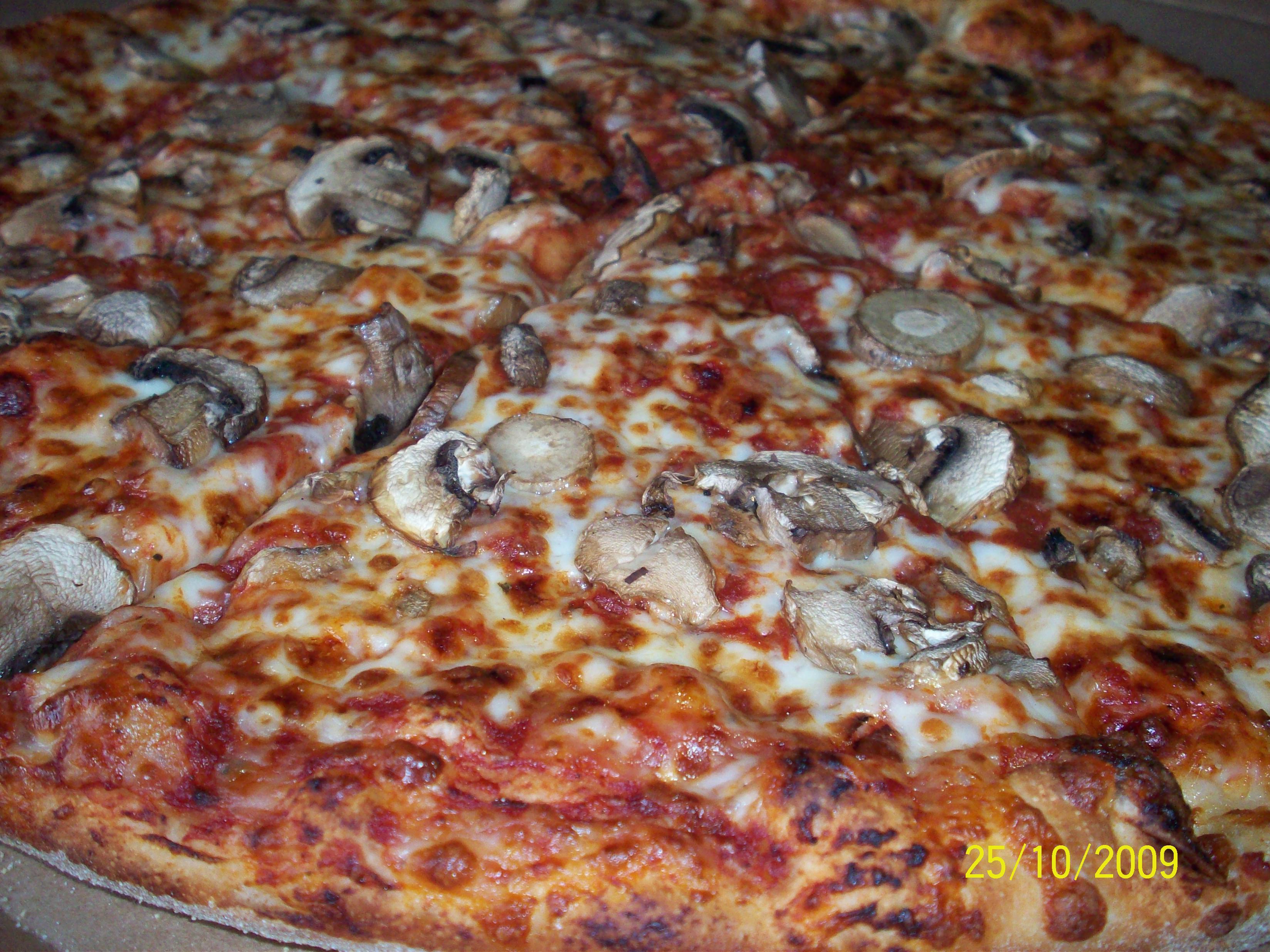 http://foodloader.net/cutie_2009-10-25_Mushroom_Pizza.jpg