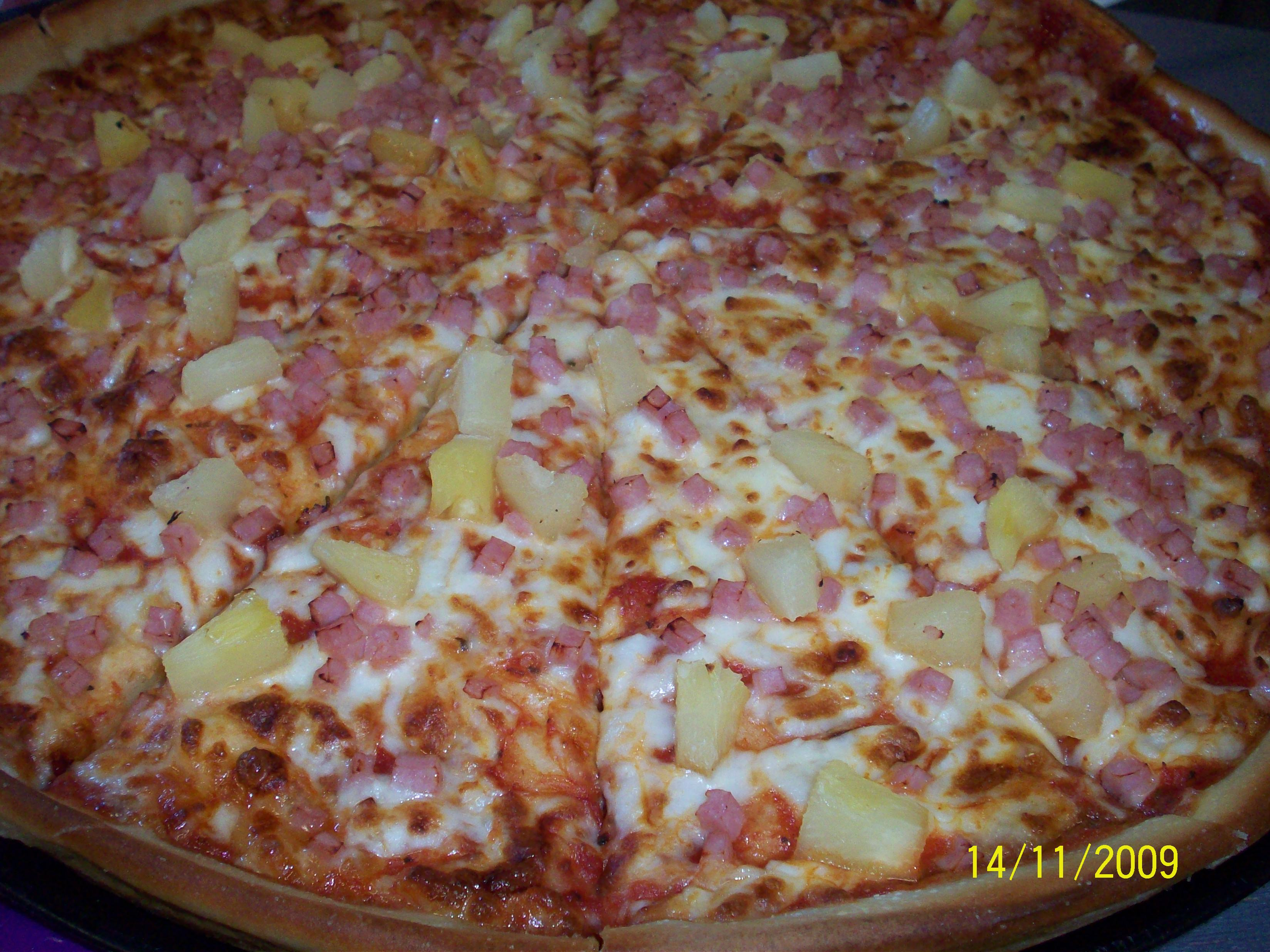 http://foodloader.net/cutie_2009-11-14_Hawaiian_Pizza.jpg