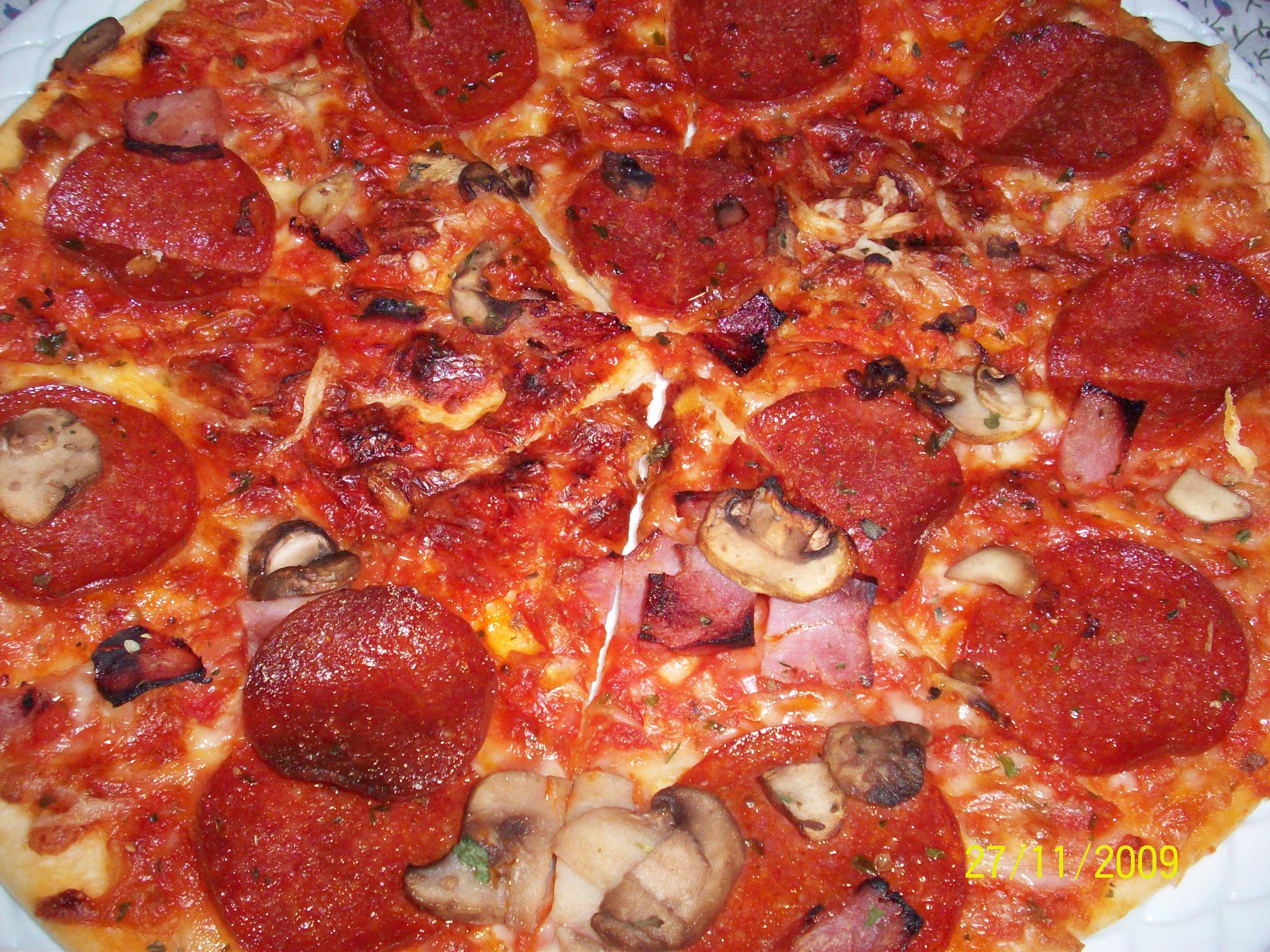 https://foodloader.net/cutie_2009-11-27_Pepperoni_Pizza.jpg