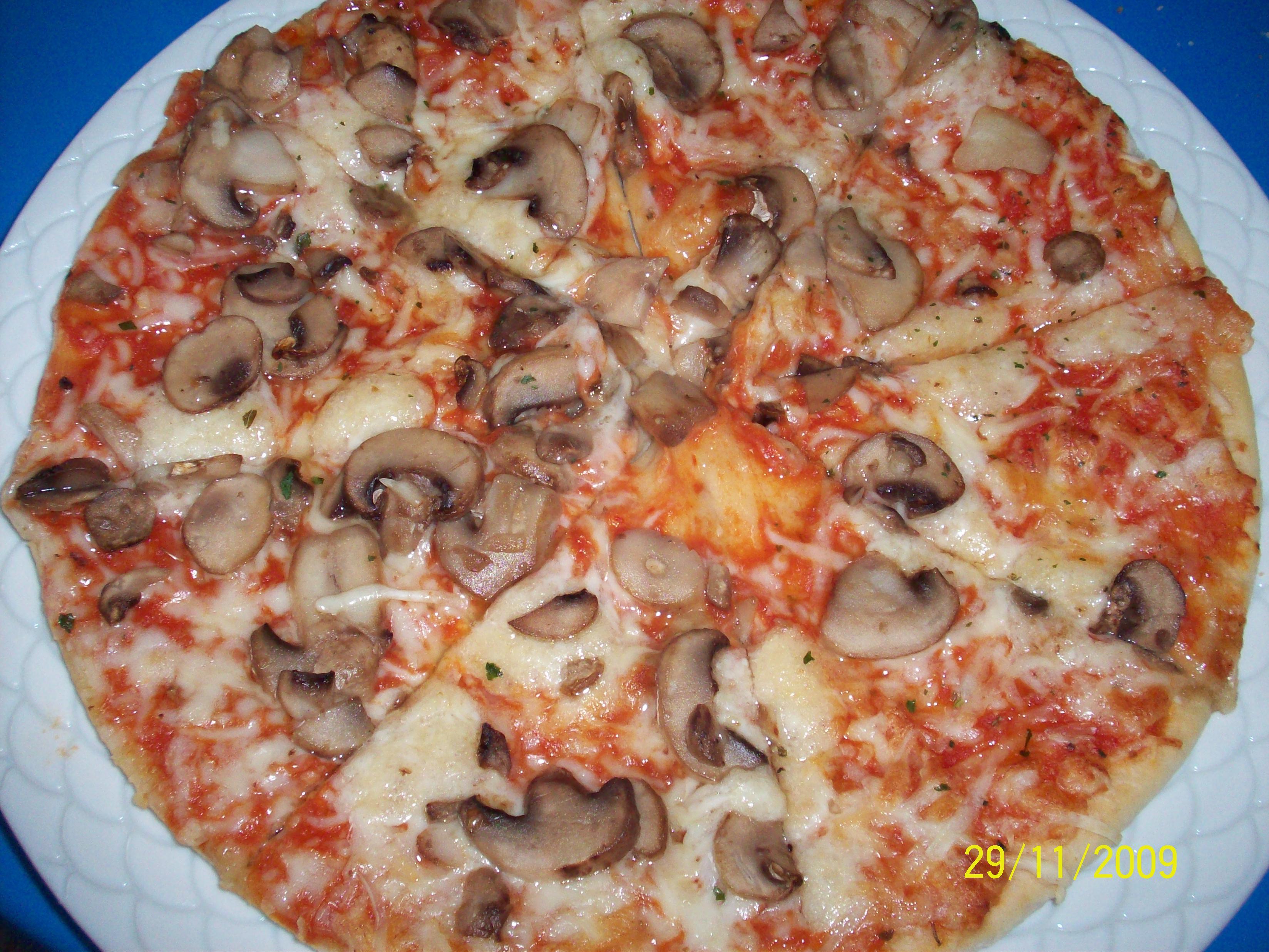 https://foodloader.net/cutie_2009-11-29_Mushroom_Pizza.jpg