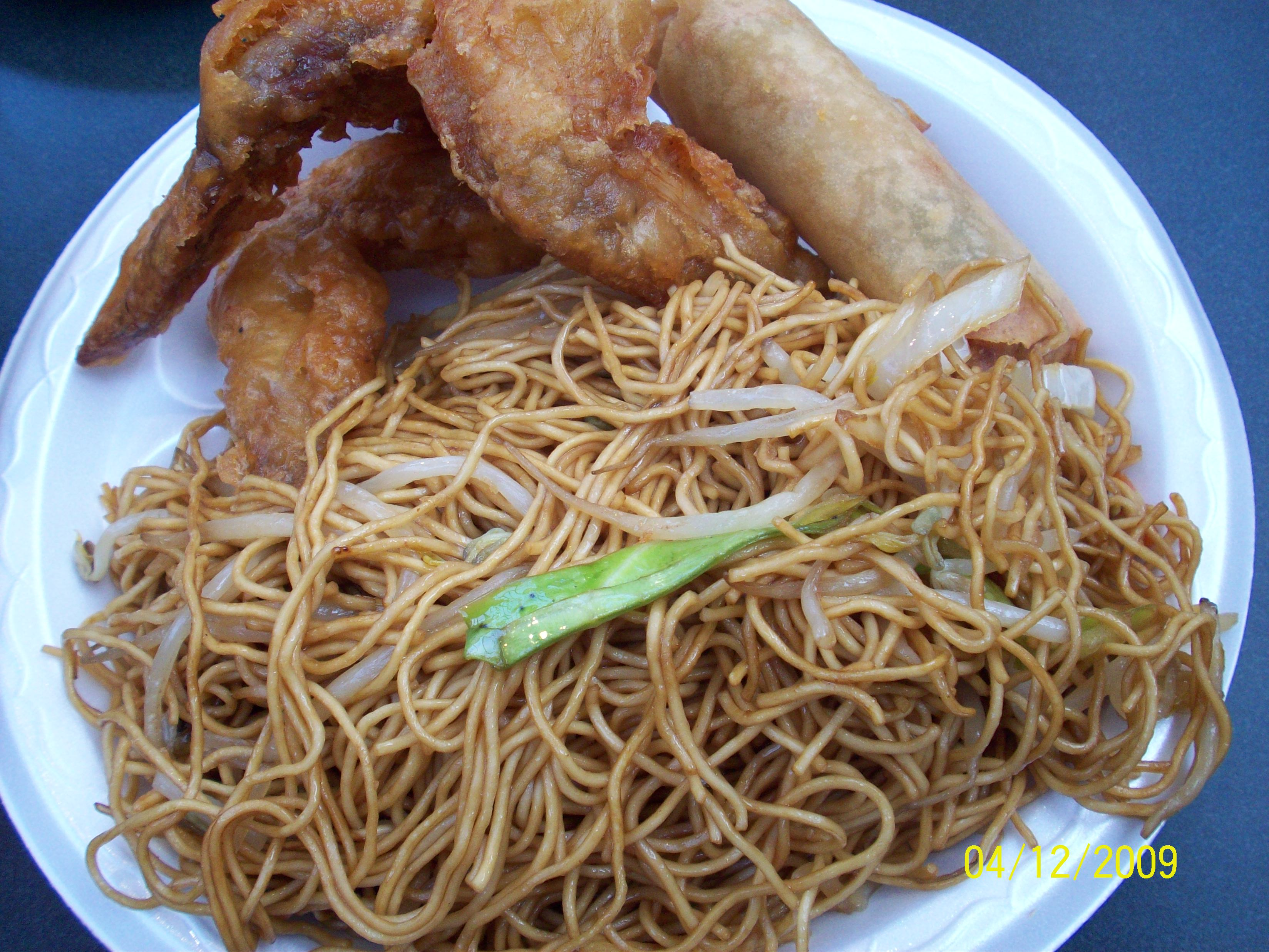 http://foodloader.net/cutie_2009-12-04_Fried_Noodles__Spring_Roll__Fried_Chicken_Wings.jpg