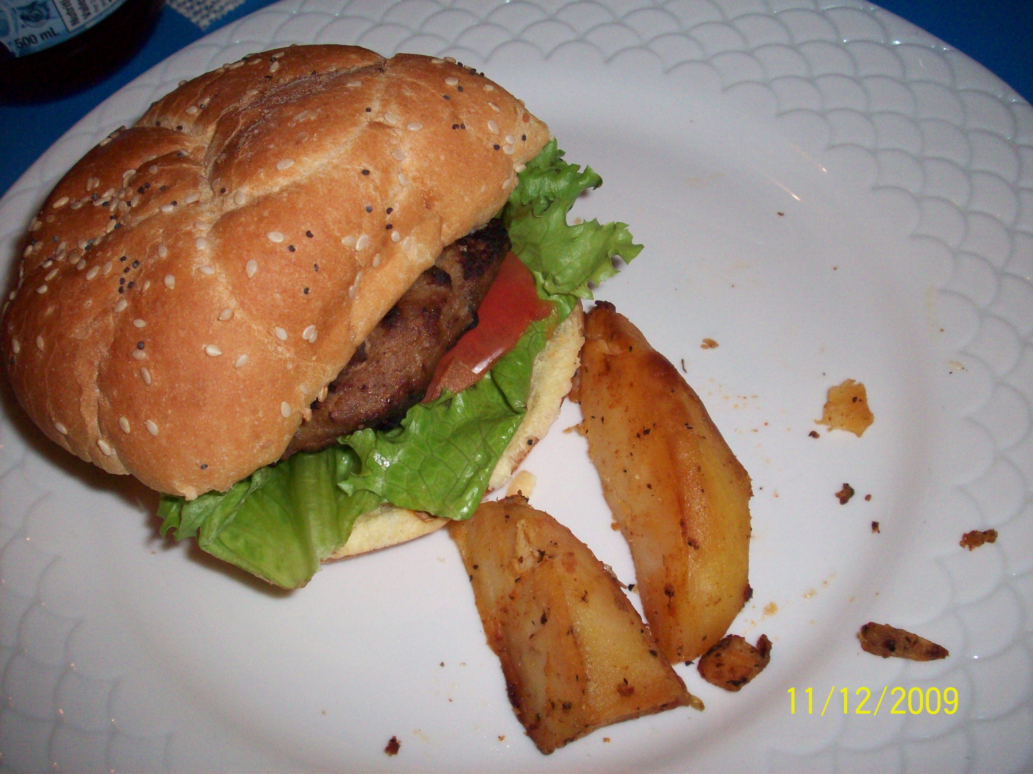 http://foodloader.net/cutie_2009-12-11_Turkey_Sandwich_with_Potato_Wedges.jpg
