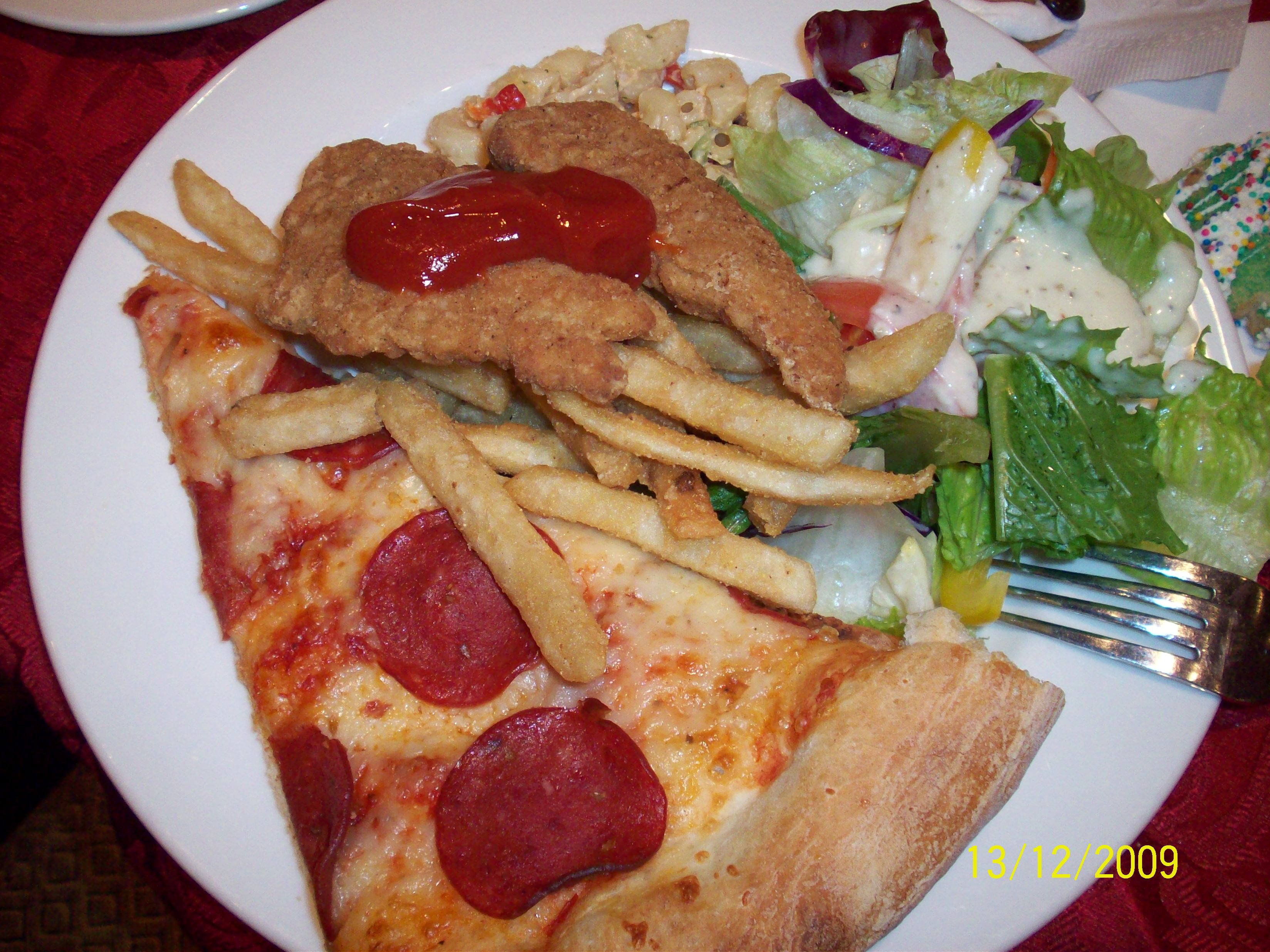http://foodloader.net/cutie_2009-12-13_Pizza__Salad_and_Chicken_Strips.jpg