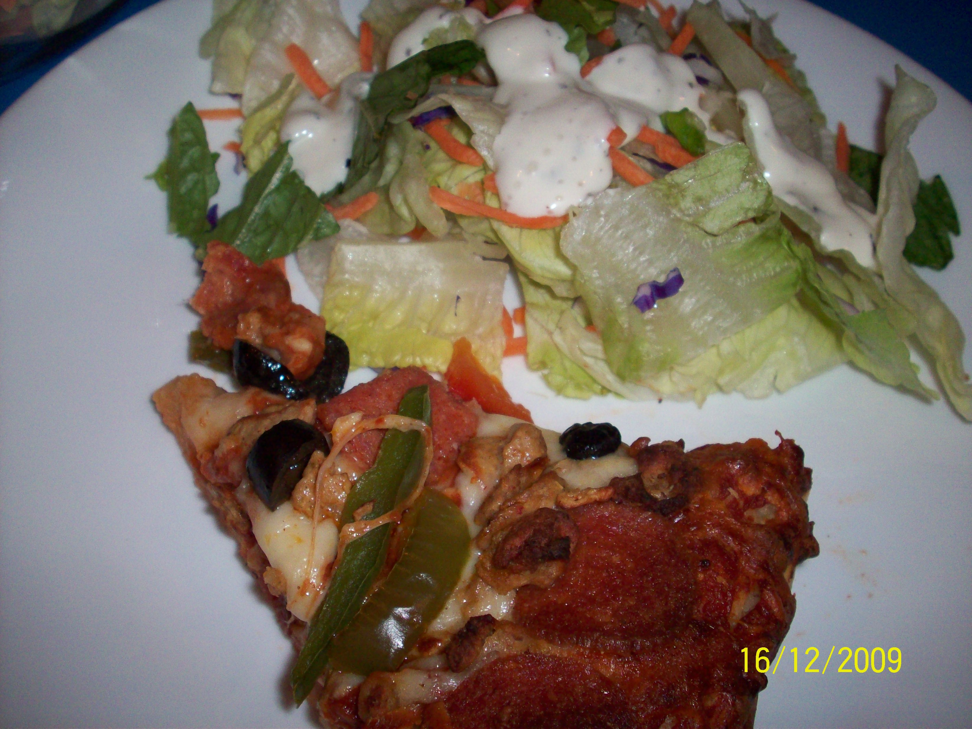 https://foodloader.net/cutie_2009-12-16_Pizza_and_Salad.jpg