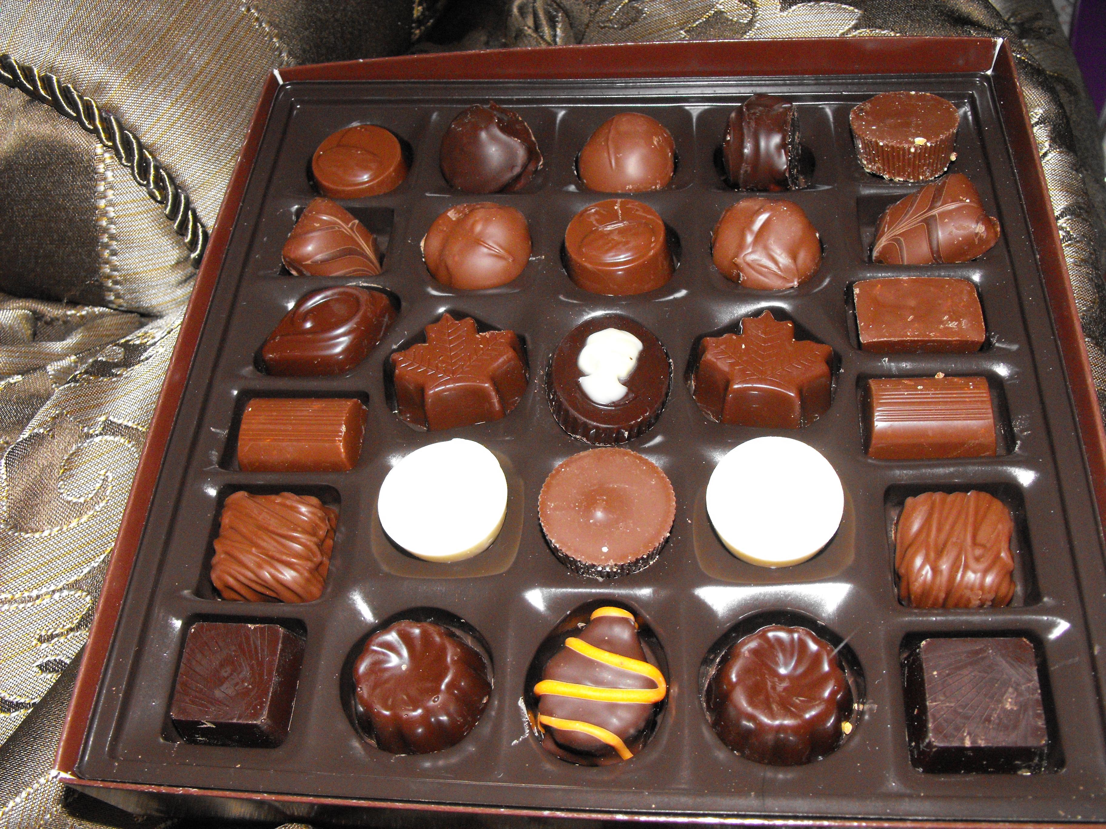 http://foodloader.net/cutie_2009-12-26_Laura_Secord_Mini_Chocolates.jpg