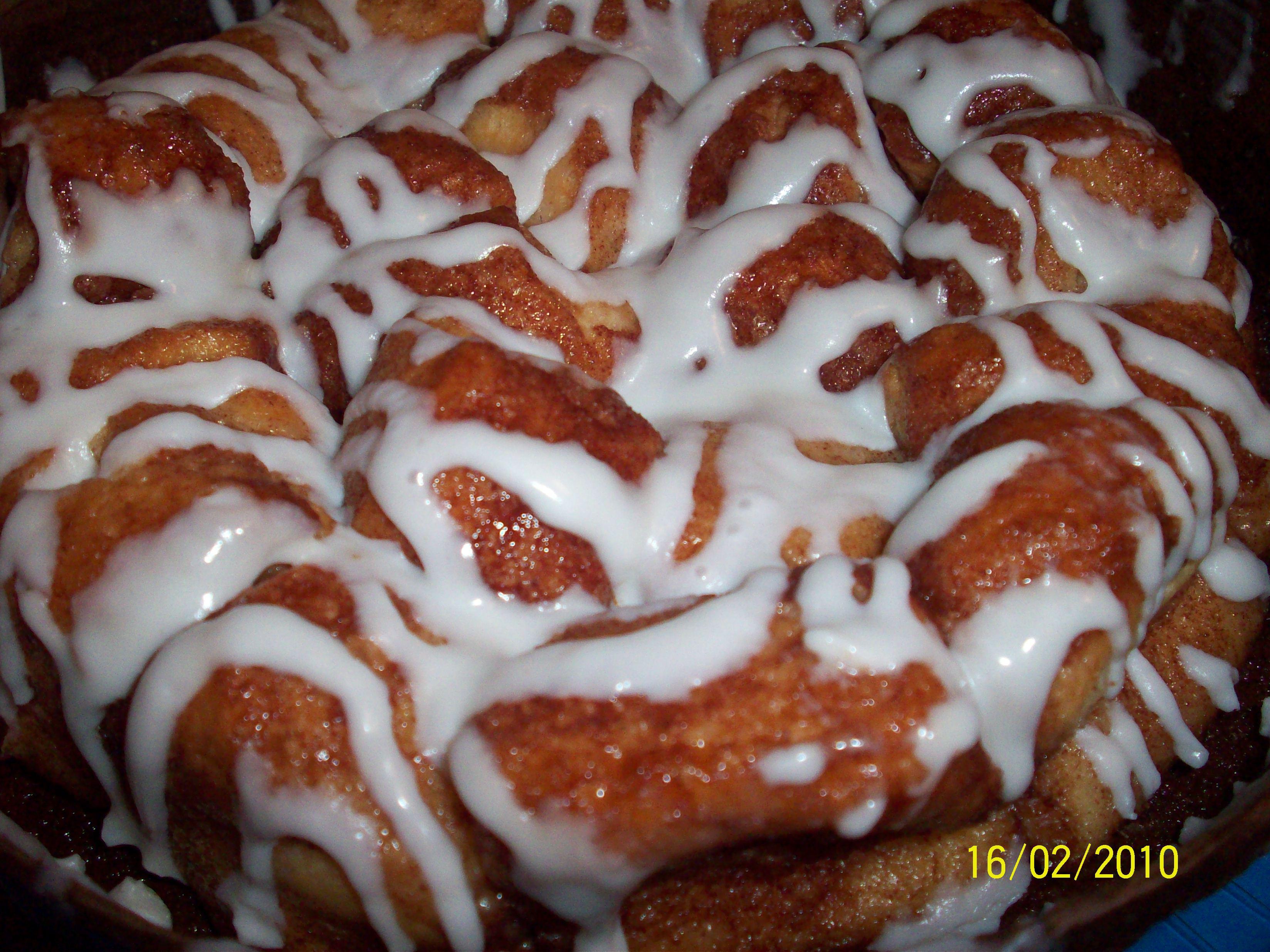 http://foodloader.net/cutie_2010-02-16_KFCs_Cinnamon_Pull-a-Parts.jpg