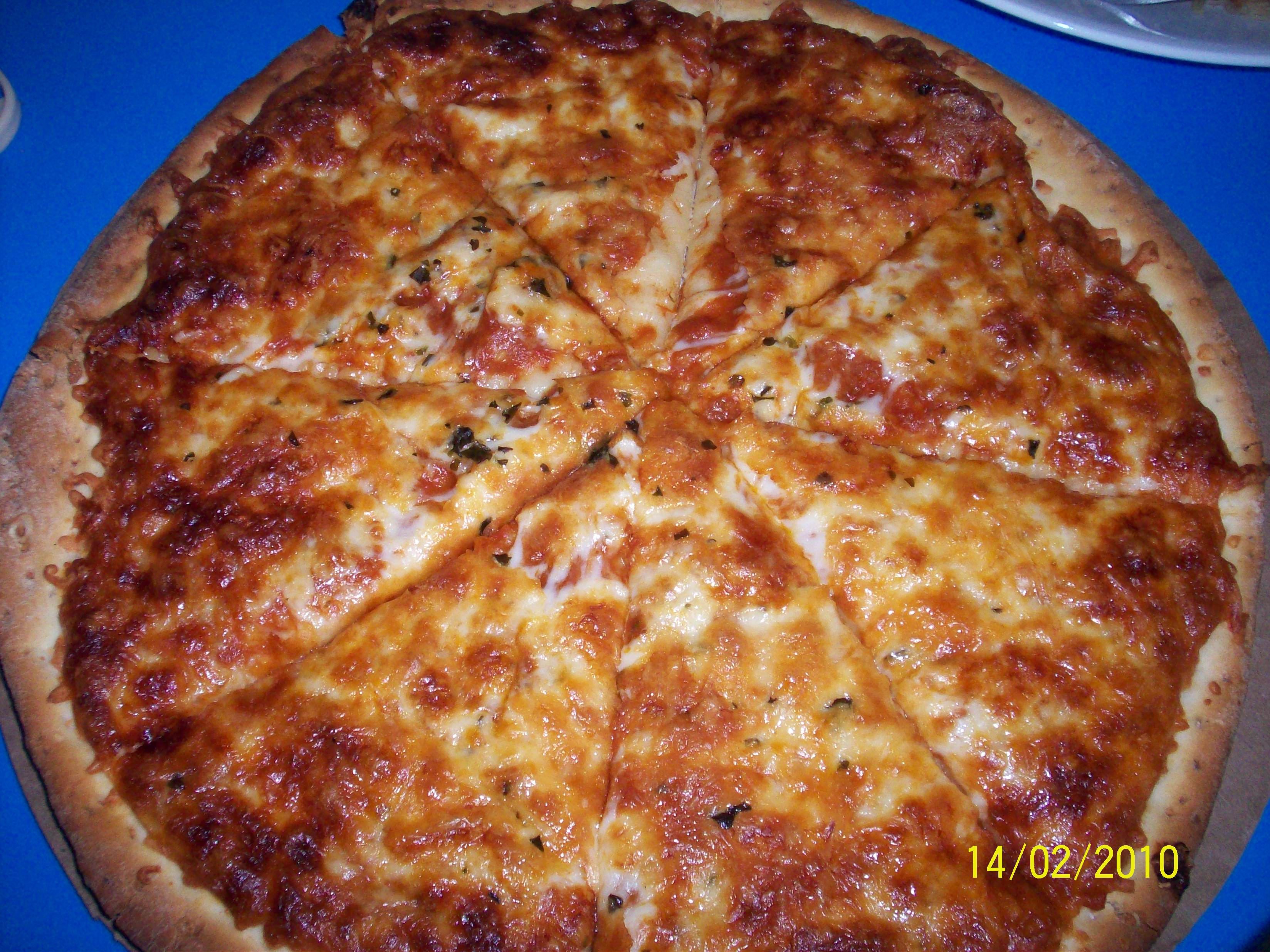 http://foodloader.net/cutie_2010-02-18_Four_Cheese_Pizza.jpg
