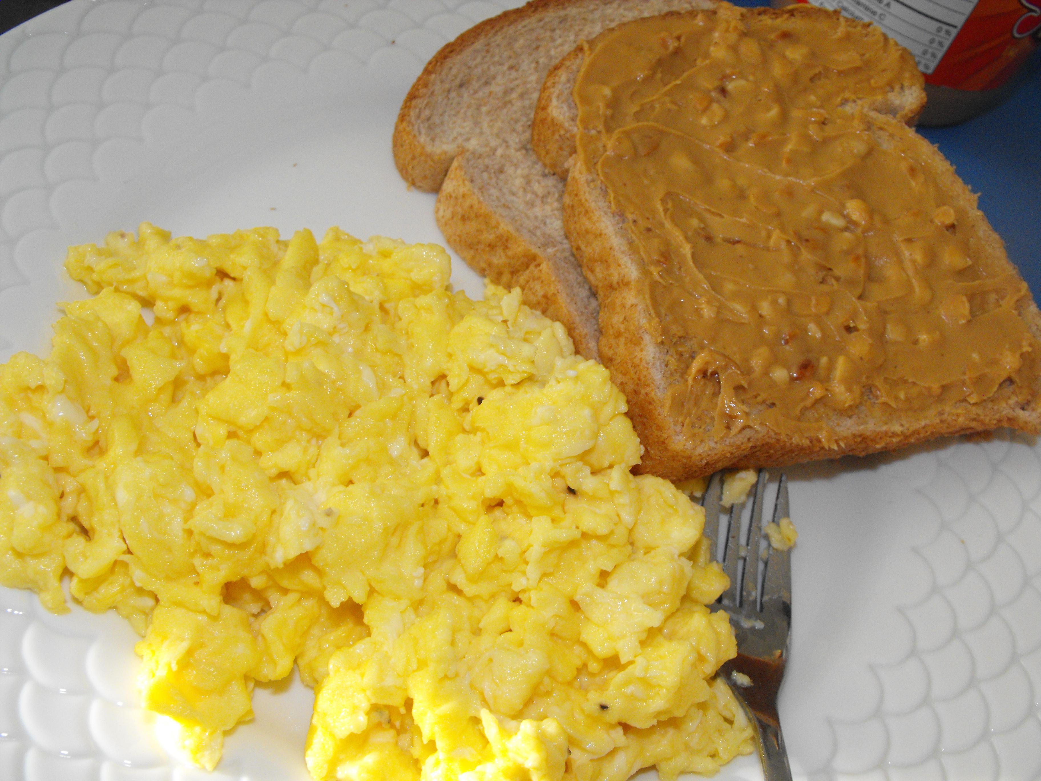 http://foodloader.net/cutie_2010-03-09_crunchy_peanut_butter_sandwich_and_scrambled_eggs.jpg