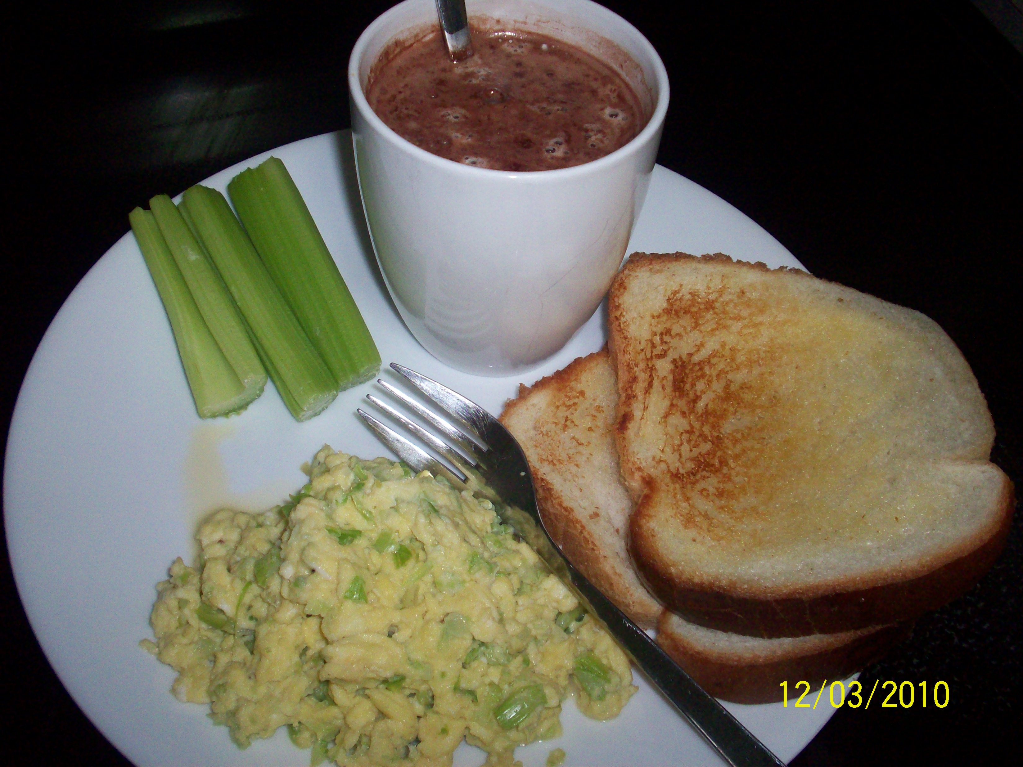 http://foodloader.net/cutie_2010-03-12_toast_with_scrambled_eggs_and_hot_chocolate_with_m.jpg